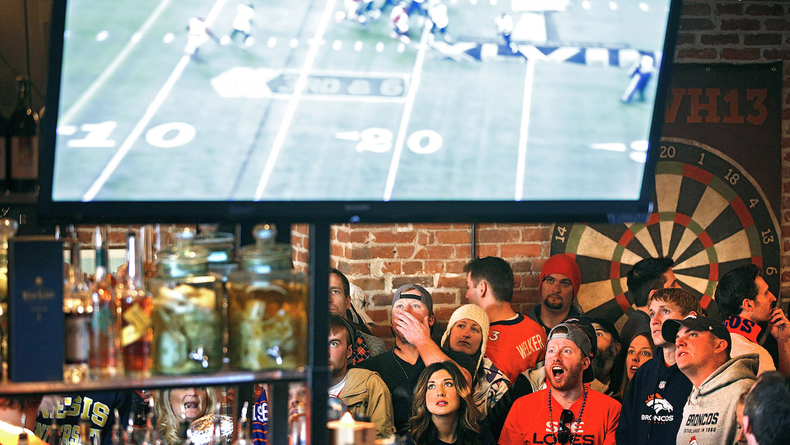 Denver Broncos fans react to a play while watching their team's NFL Super Bowl XLVIII football game against the Seattle Seahawks at the View House bar in Denver, Colorado February 2, 2014. REUTERS/Marc Piscotty   (UNITED STATES - Tags: SPORT FOOTBALL) - RTX185MN