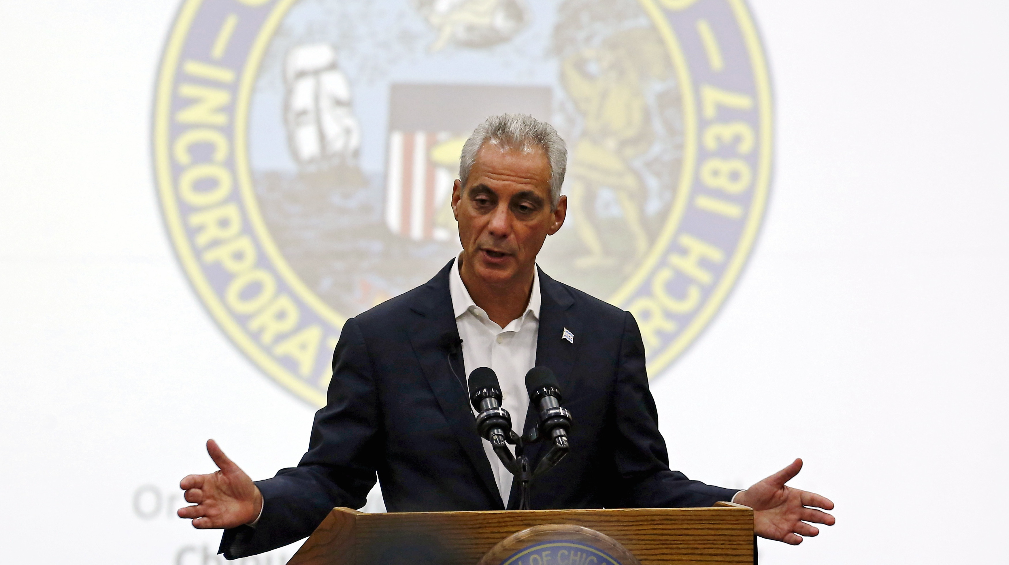 Chicago Mayor Rahm Emanuel speaks at a town hall meeting on the city budget in Chicago, Illinois, United States, August 31, 2015. Emanuel held a rare public forum on Monday as he tried to build support for likely tax hikes and harsh cuts in public services to stem the city's growing financial crisis.    REUTERS/Jim Young   - RTX1QIAW