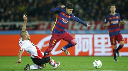 Football Soccer - River Plate v FC Barcelona - FIFA Club World Cup Final - International Stadium Yokohama, Yokohama - 20/12/15 FC Barcelona's Neymar in action with River Plate's Jonatan Maidana