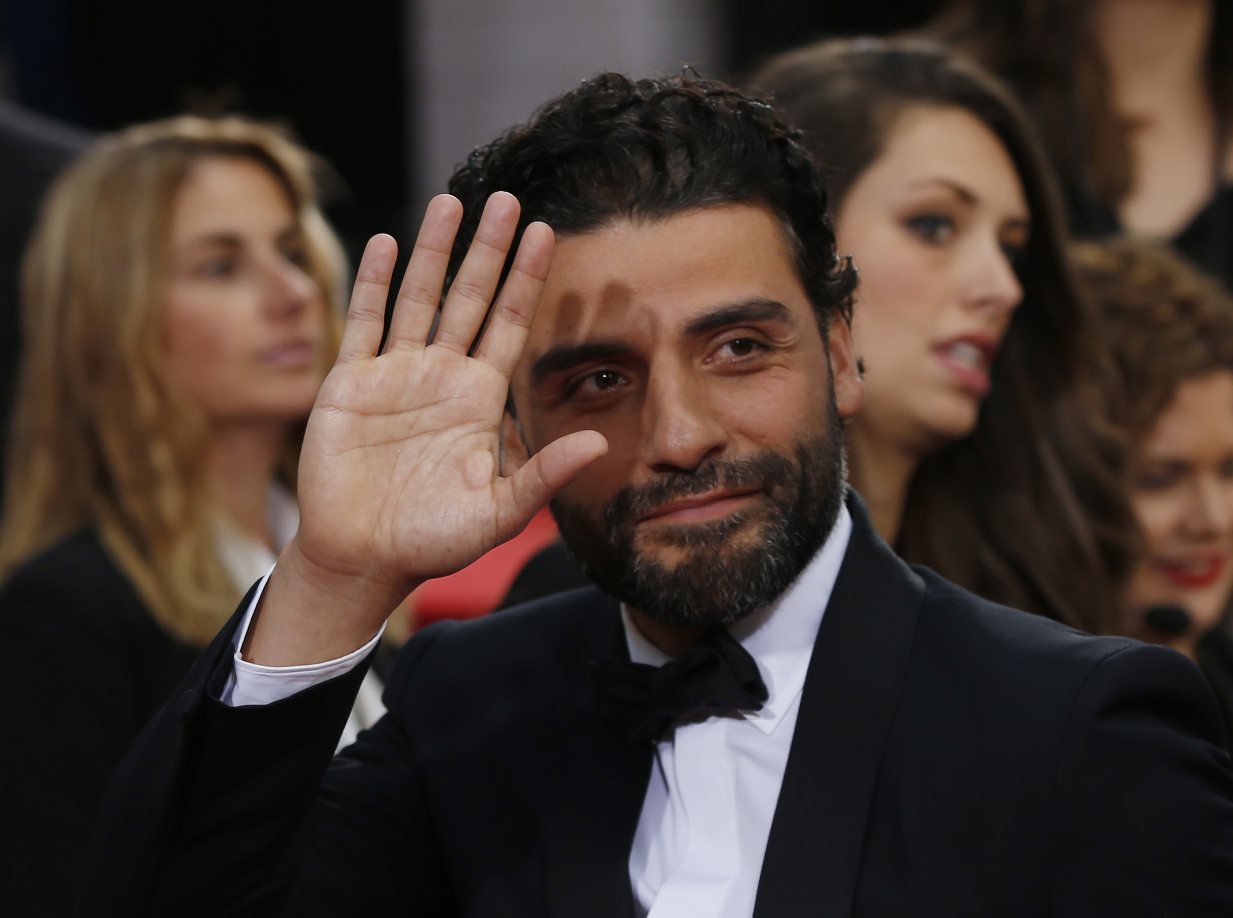 Actor Oscar Isaac arrives at the 73rd Golden Globe Awards in Beverly Hills, California January 10, 2016. REUTERS/Mario Anzuoni - RTX21ROB