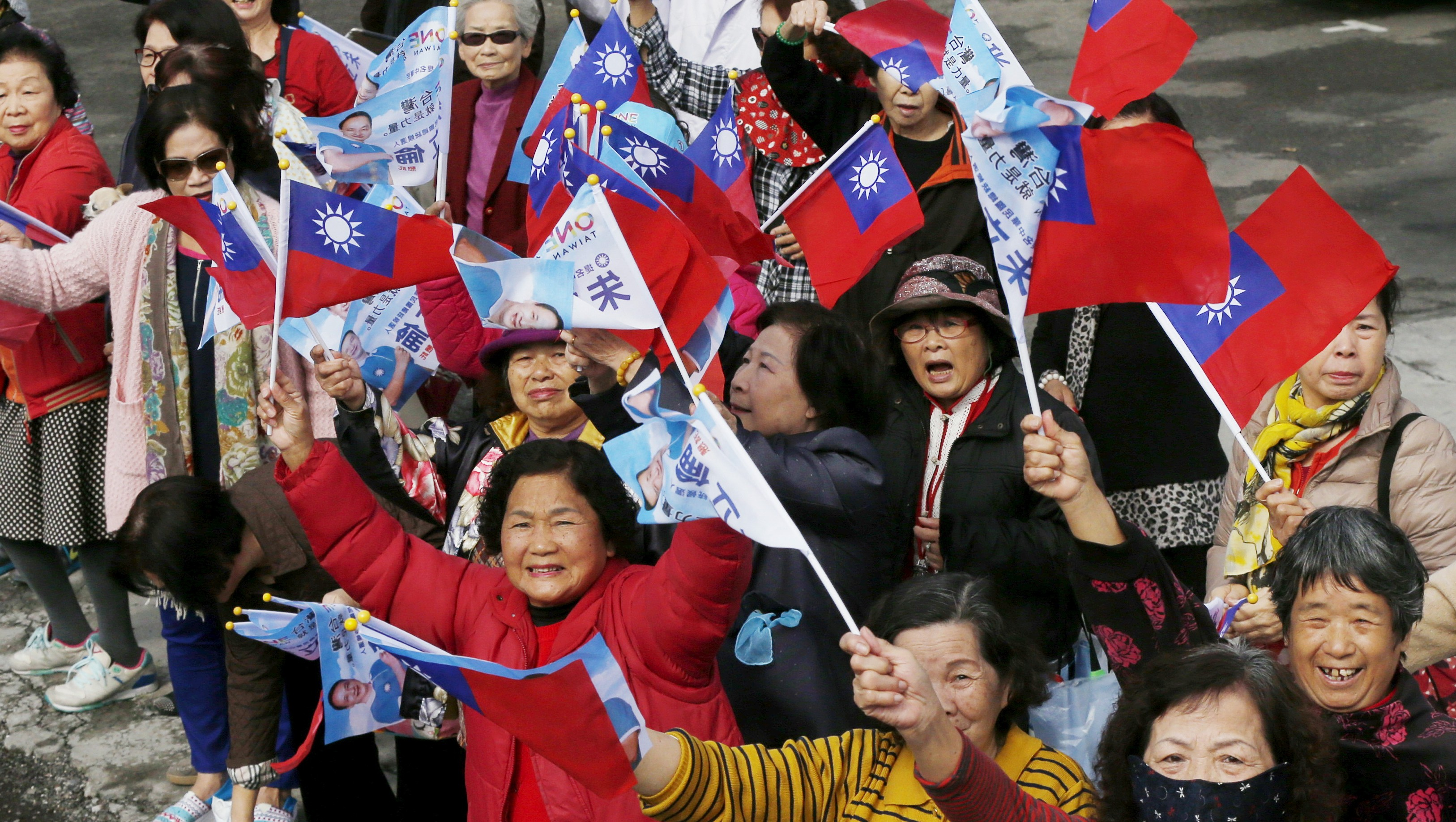 Supporters of Taiwan's ruling Nationalist Party, or Kuomintang (KMT), chairman and presidential candidate Eric Chu wave flags during a rally ahead of Taiwan's election on January 16, in Yuanlin City, Changhua County, January 12, 2016. REUTERS/Olivia Harris - RTX21YPB