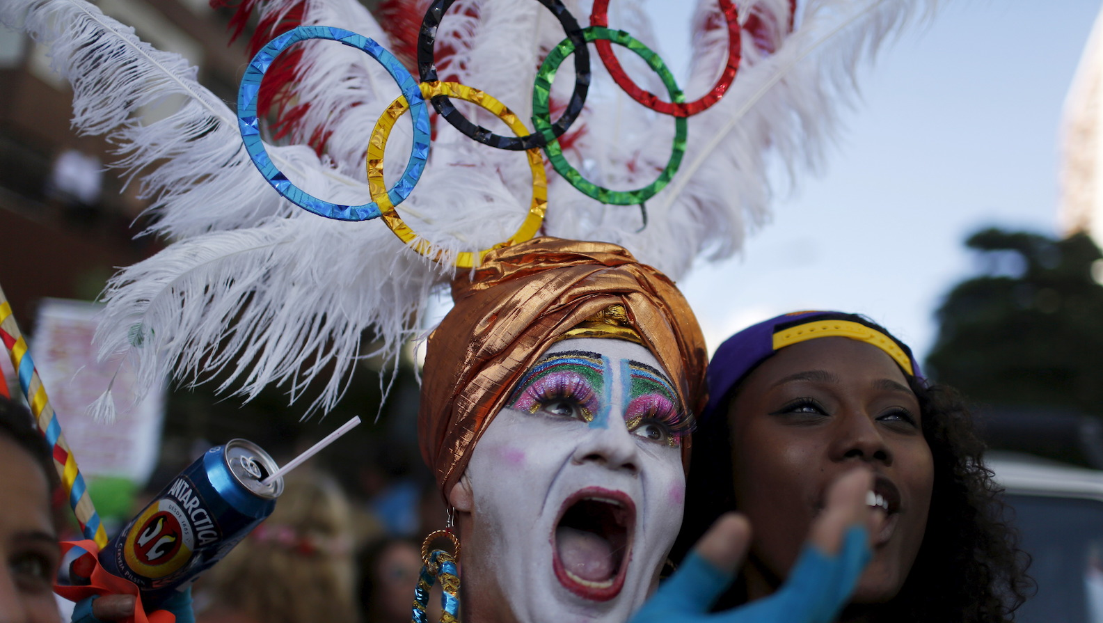 """A reveller poses for a selfie as he takes part in the annual block party known as the """"Banda de Ipanema"""" during pre-carnival festivities on Ipanema beach in Rio de Janeiro, Brazil, January 23, 2016.  REUTERS/Pilar Olivares - RTX23Q2S"""