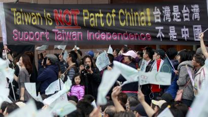 Supporters of Taiwan's Democratic Progressive Party (DPP) cheer under a banner outside the party's headquarters after polls in the elections were closed in Taipei, January 16, 2016