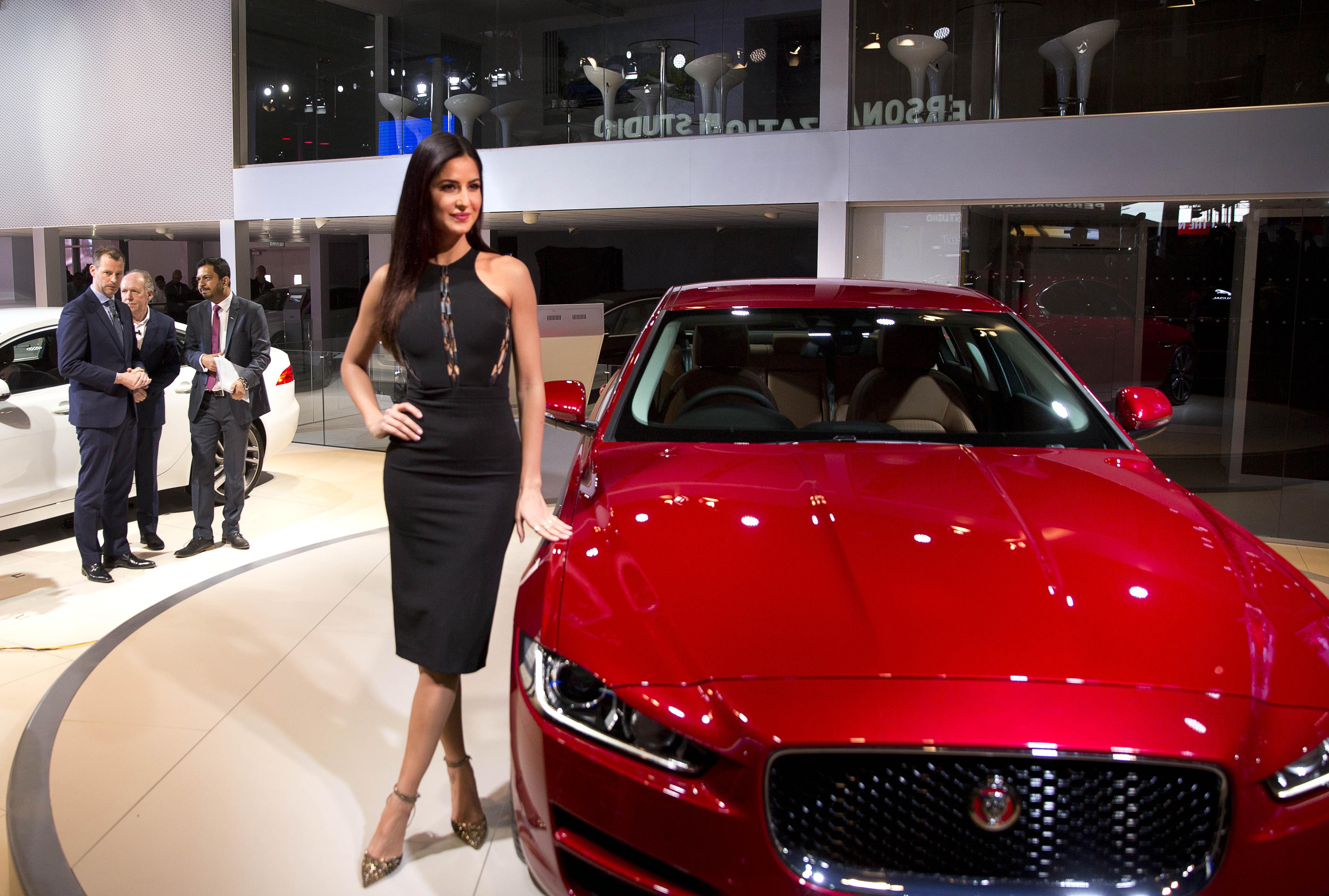 Celebrities At 2016 Auto Expo Sachin Tendulkar Ranbir: India's Biggest Auto Expo Has Too Many Models, Without