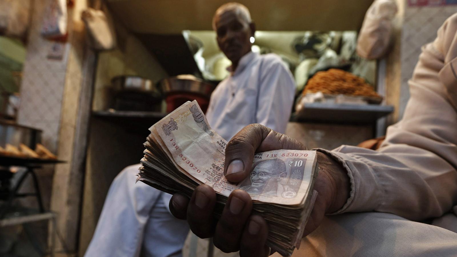 India-cash-bribe