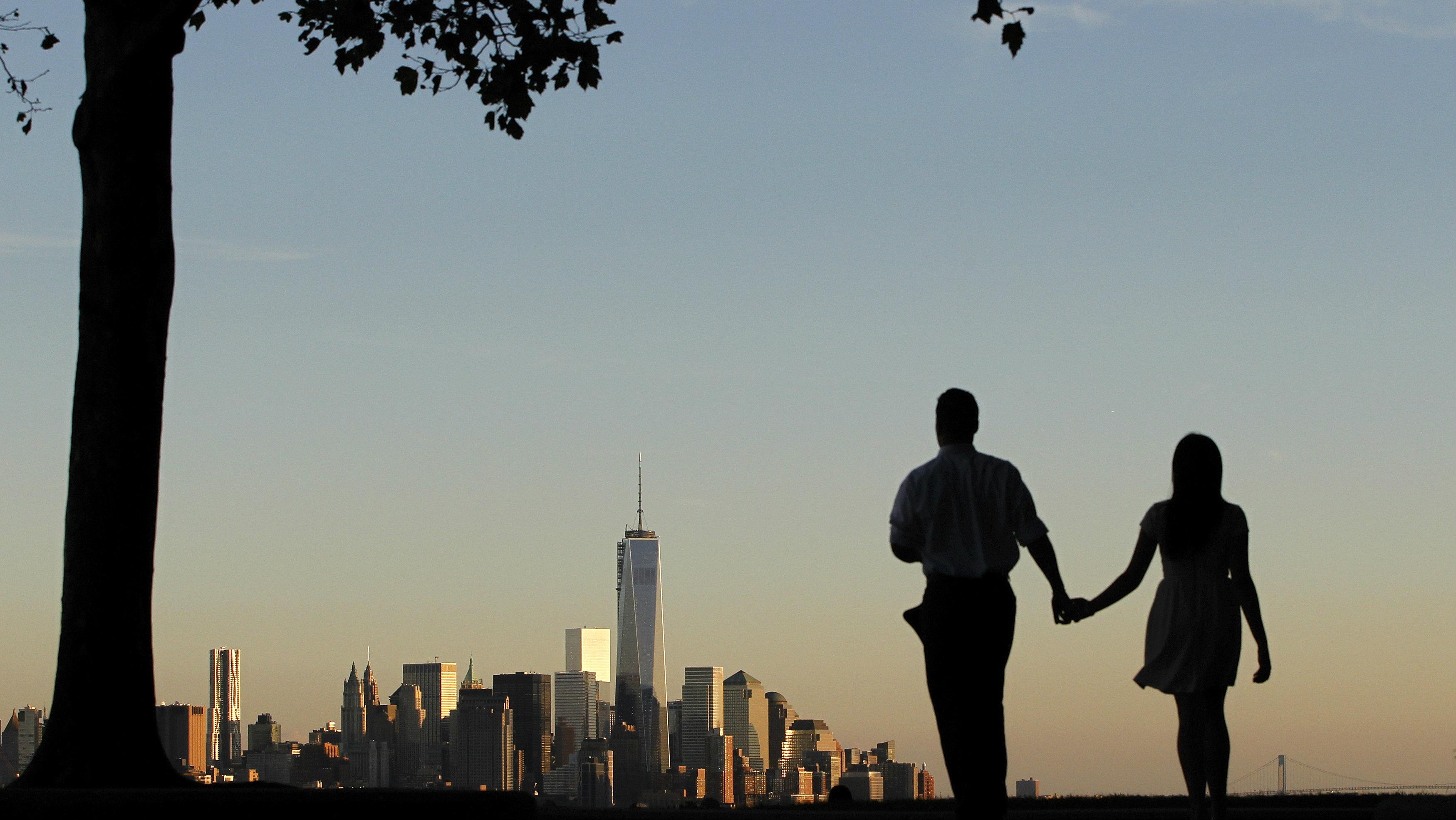 couple walking near nyc