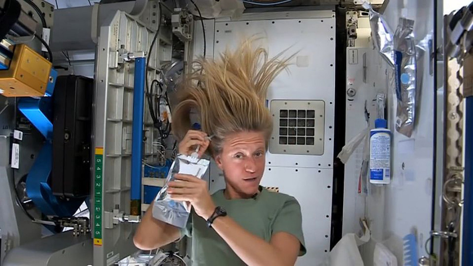 NASA astronaut Karen Nyberg, currently serving as part of Expedition 36 aboard the International Space Station, demonstrates how she washes her hair in zero gravity in this still image taken from NASA video released July 12, 2013.   REUTERS/NASA/Handout via Reuters  (OUTER SPACE - Tags: SCIENCE TECHNOLOGY SOCIETY) ATTENTION EDITORS - THIS IMAGE WAS PROVIDED BY A THIRD PARTY. FOR EDITORIAL USE ONLY. NOT FOR SALE FOR MARKETING OR ADVERTISING CAMPAIGNS. THIS PICTURE IS DISTRIBUTED EXACTLY AS RECEIVED BY REUTERS, AS A SERVICE TO CLIENTS - RTX11OC0