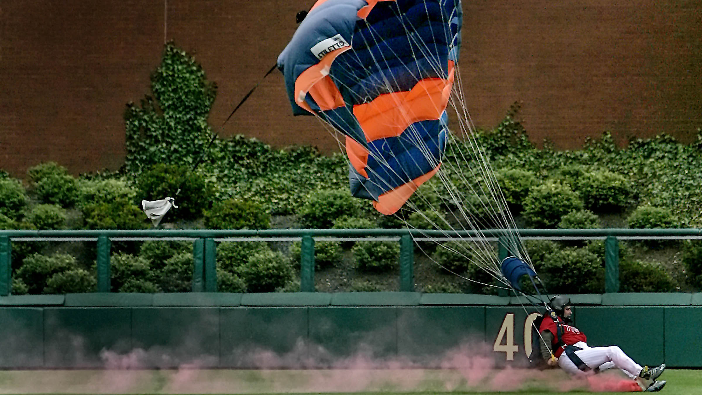 Member of United States Falling Angels skydiving team loses control in outfield in Philadelphia