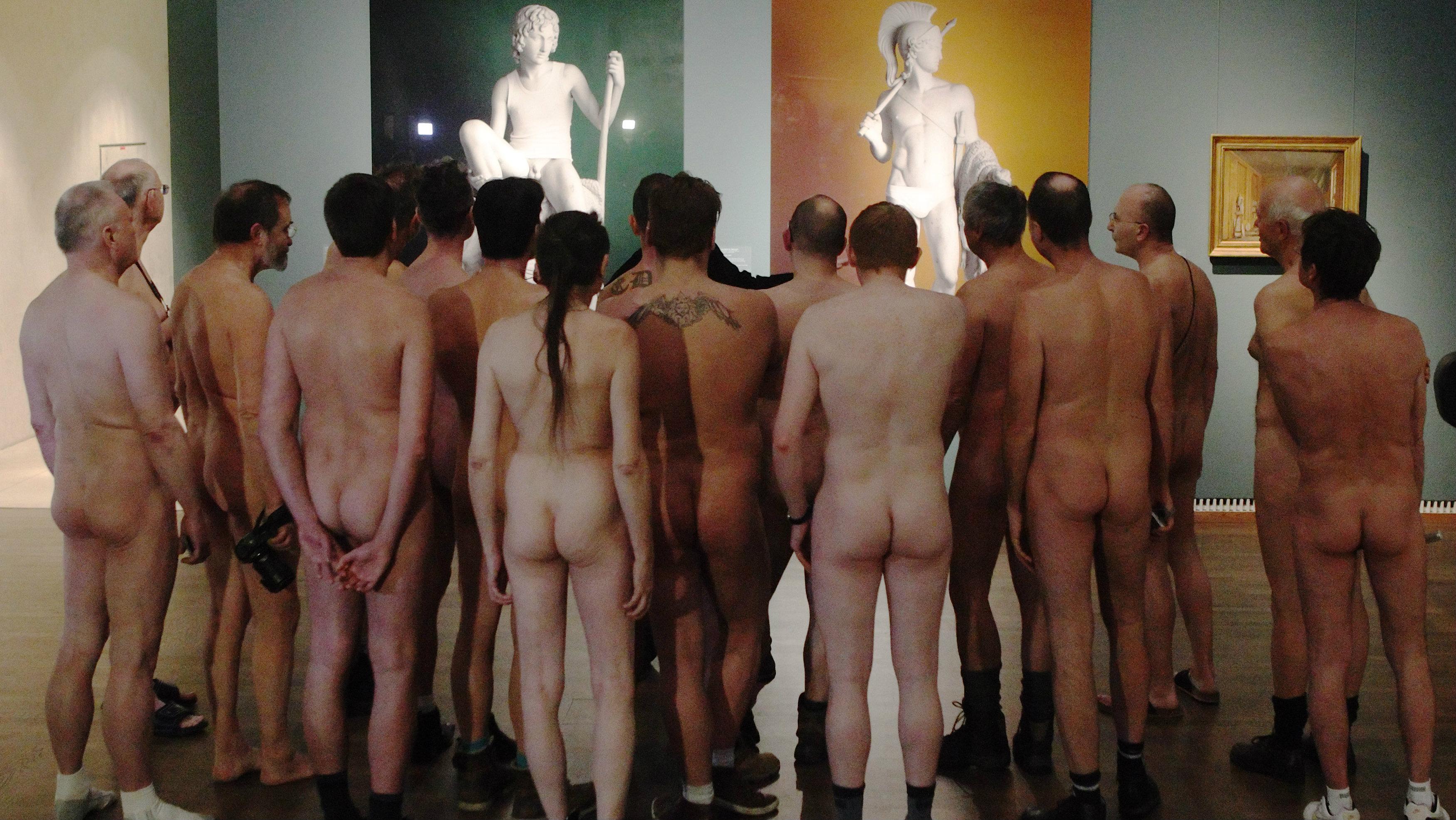 golie-devchonki-v-muzee-eroticheskie-fotografii-hotel