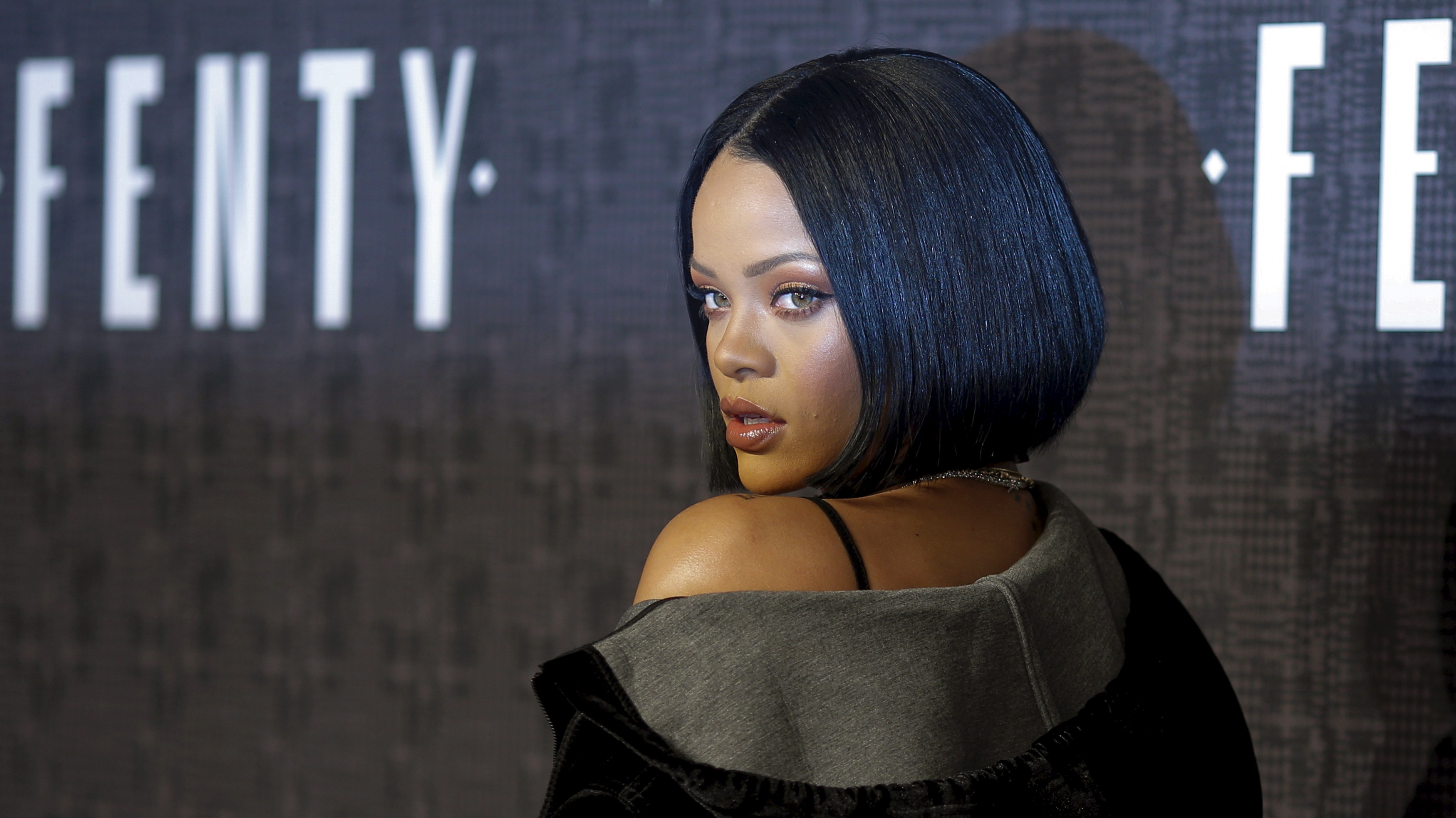 Singer Rihanna attends the red carpet before the Fenty PUMA by Rihanna Fall/Winter 2016 collection show during New York Fashion Week in New York, February 12, 2016.