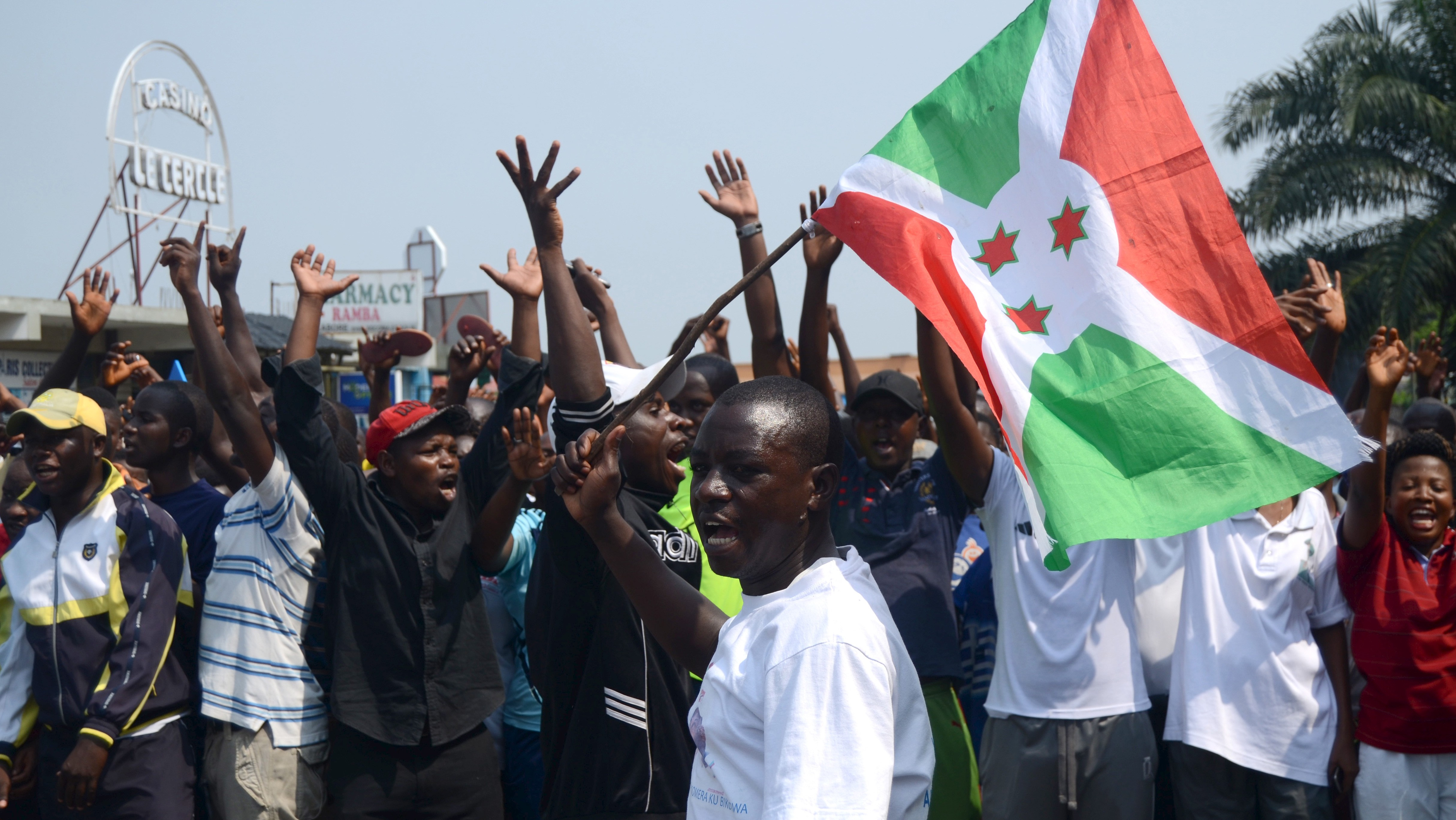 """Residents chant slogans against Rwanda's President Paul Kagame as they participate in a demonstration against the Rwandan government in Burundi's capital Bujumbura, February 13, 2016. In a sign of further strained relations, thousands of demonstrators drawn mainly from the ruling CNDD-FDD party and its ally UPRONA took part on Saturday in a peaceful march against Rwanda. Demonstrators marched in Bujumbura and other parts of the country, waving placards reading messages like """"We denounce Rwanda's open aggression against Burundi"""" and """"We denounce the support of Rwanda to commandos who want to destabilise Burundi.""""REUTERS/Evrard Ngendakumana - RTX26R01"""