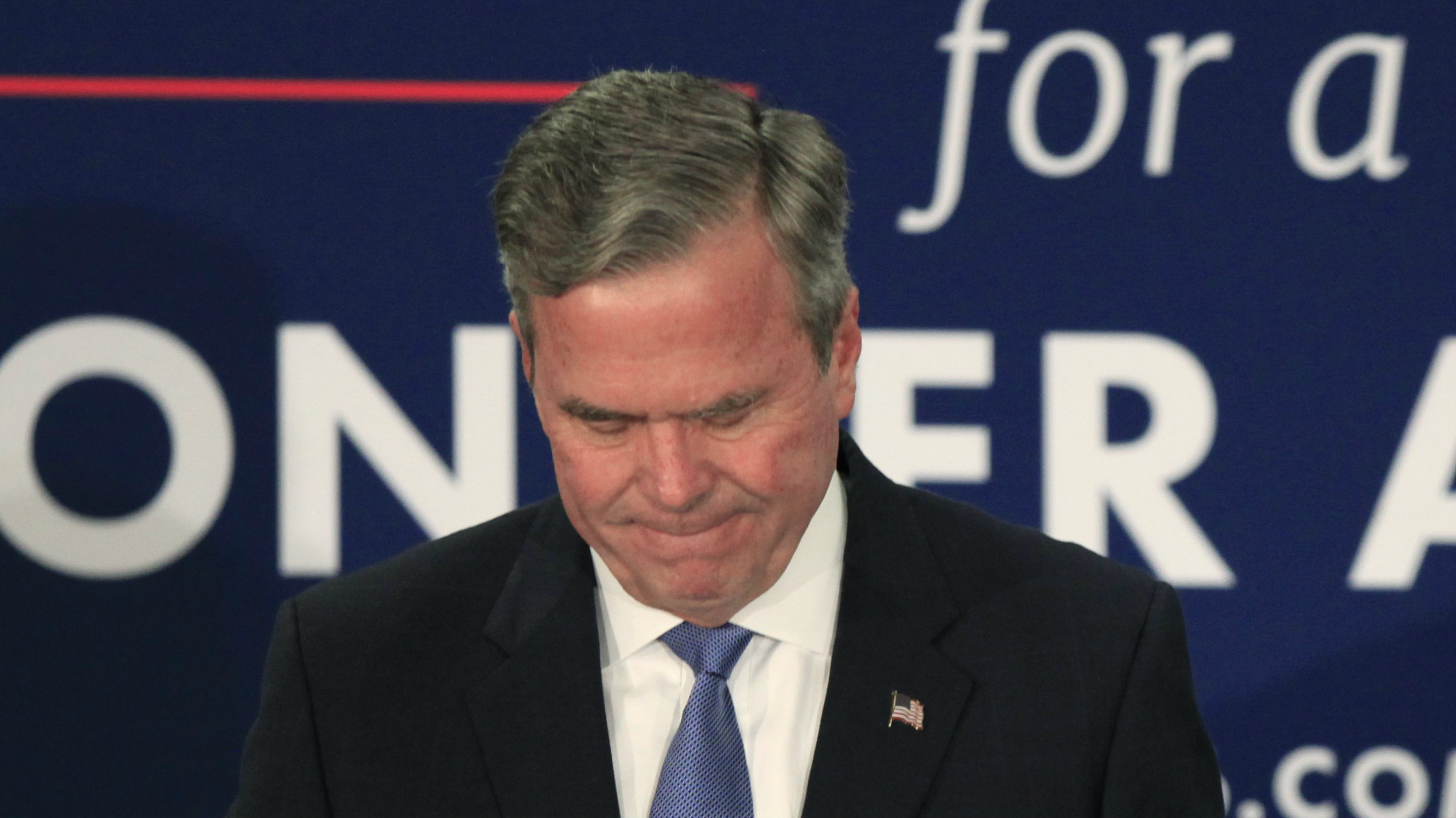 U.S. Republican presidential candidate Jeb Bush pauses as he announces that he is suspending his presidential campaign, at his South Carolina primary night party in Columbia, South Carolina, February 20, 2016.