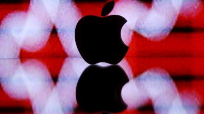 Picture illustration of a 3D printed Apple logo in front of a displayed stock graph
