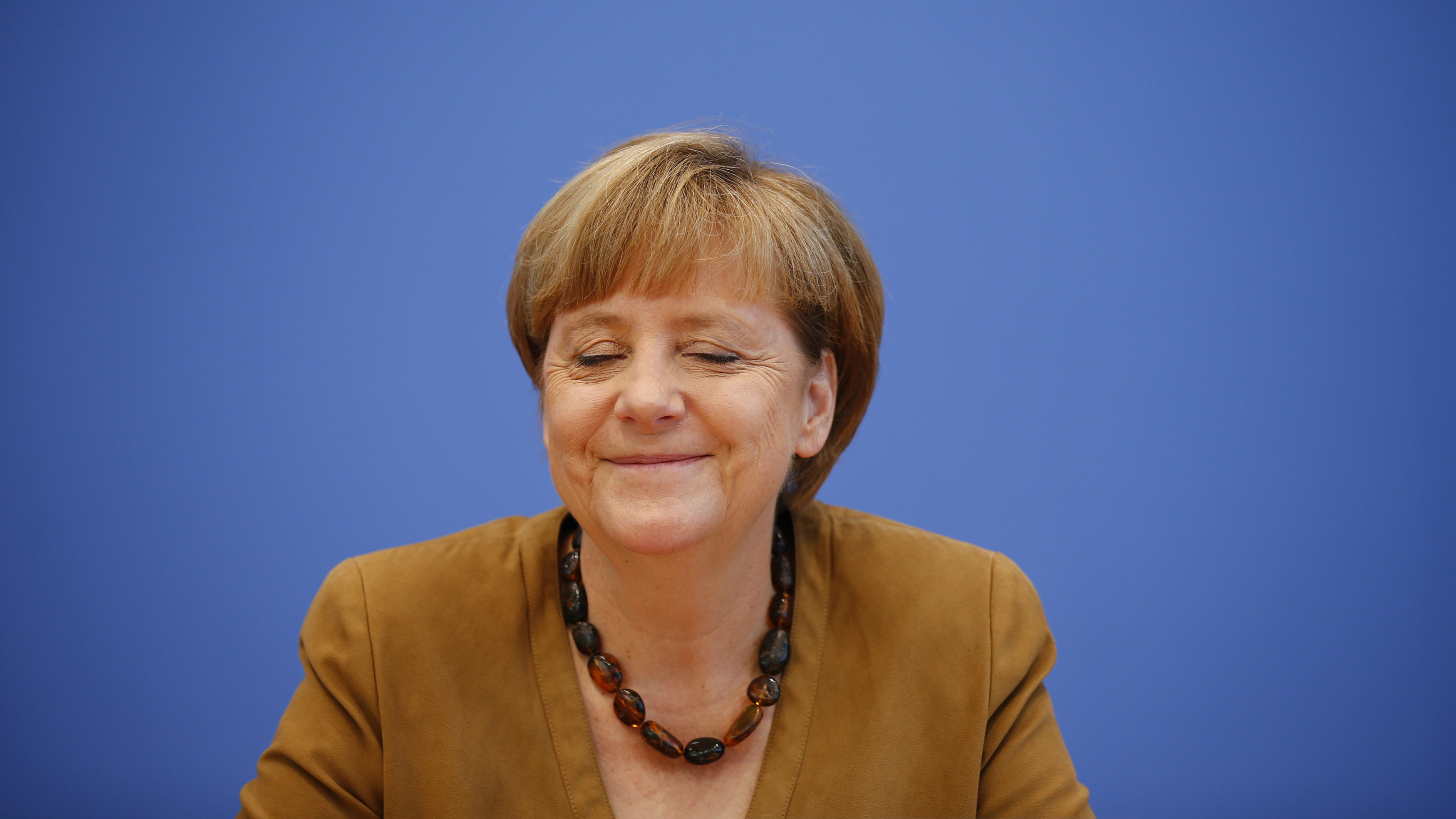 German Chancellor Angela Merkel smiles during a news conference in Berlin, July 18, 2014. REUTERS/Thomas Peter (GERMANY - Tags: POLITICS)