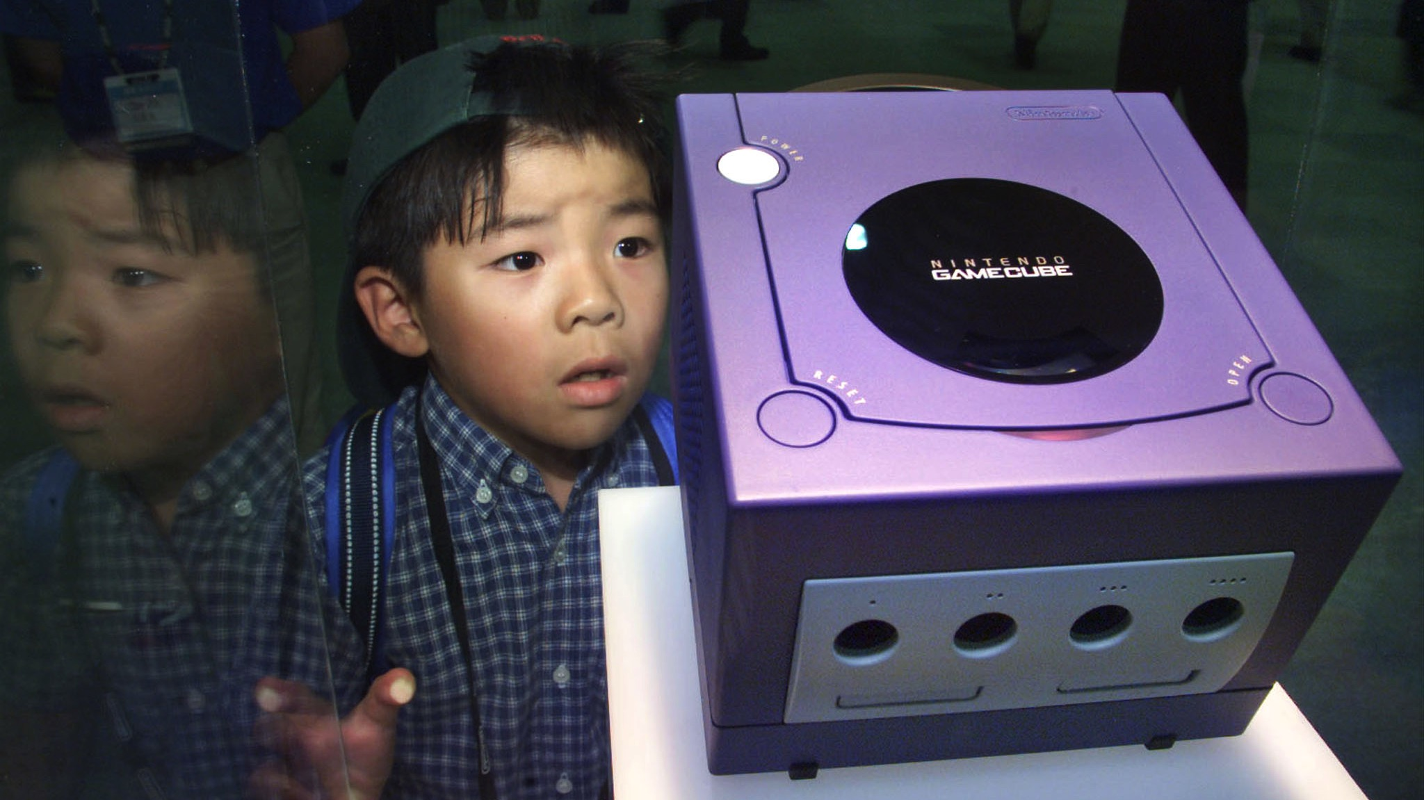 Seven-year-old Tsubasa Araki gazes at Gamecube on display at Nintendo Space World 2000 in Makuhari August 24, 2000. Nintendo Co on Thursday became the last of Japan's big game machine makers to enter the competitive market for next-generation consoles, with plans to start selling its Gamecube in Japan next July. The Gamecube will use an IBM Corp microprocessor and compete with Sony Corp's cutting-edge PlayStation2 and Sega Enterprise Ltd's Dreamcast.  TA/HL - RTR7K7C