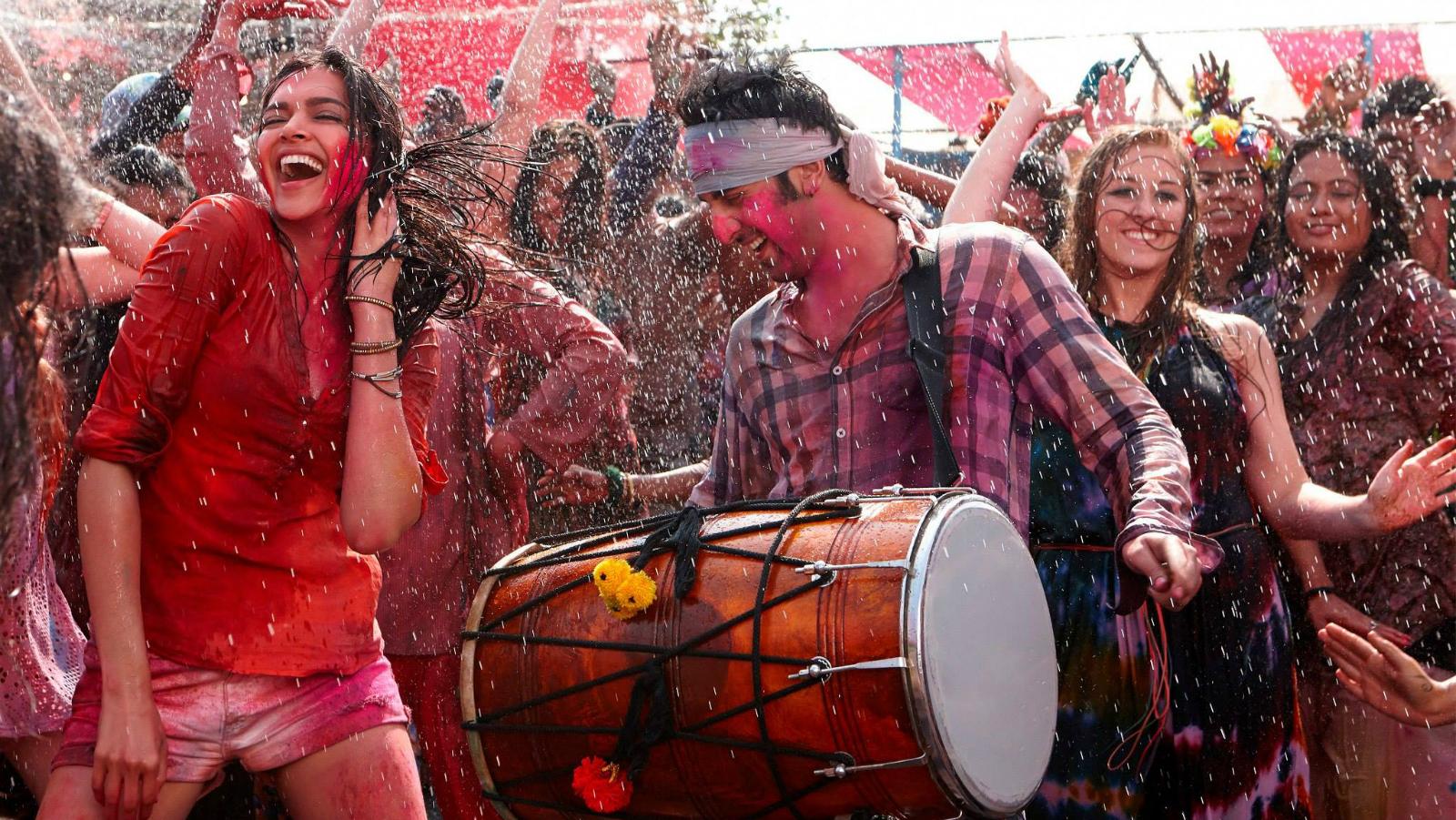 A still from Bollywood film, Yeh Jawaani Hai Deewani, starring Deepika Padukone and Ranbir Kapoor.