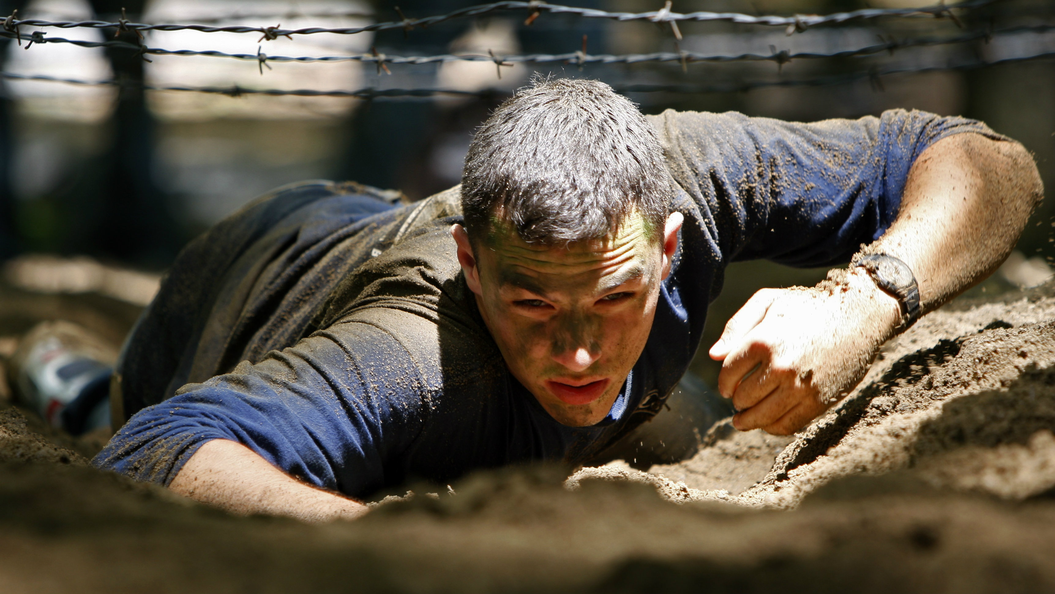 A high school student crawls beneath barbed wire while taking part in training exercises with his squad on an obstacle course at the U.S. Military Academy at West Point, New York June 19, 2008. Each summer, 800 high school kids hoping to become soldiers spend a week at West Point to see what life is like at the prestigious U.S. military academy for future army officers. With the wars in Iraq and Afghanistan straining the U.S. military and public support low for the Iraq war, recruiting future officers might seem a tough sell. But officials say applications to the summer program are at a record high. Picture taken June 19, 2008. To match feature USA-MILITARY/WESTPOINT REUTERS/Mike Segar (UNITED STATES)