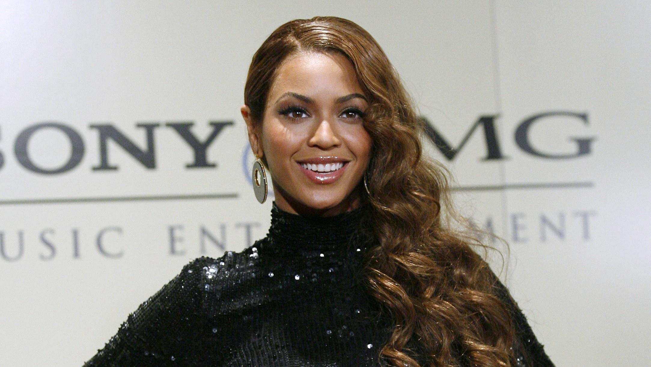 Grammy winning singer Beyonce Knowles arrives at the Sony BMG Music Entertainment after party in Beverly Hills