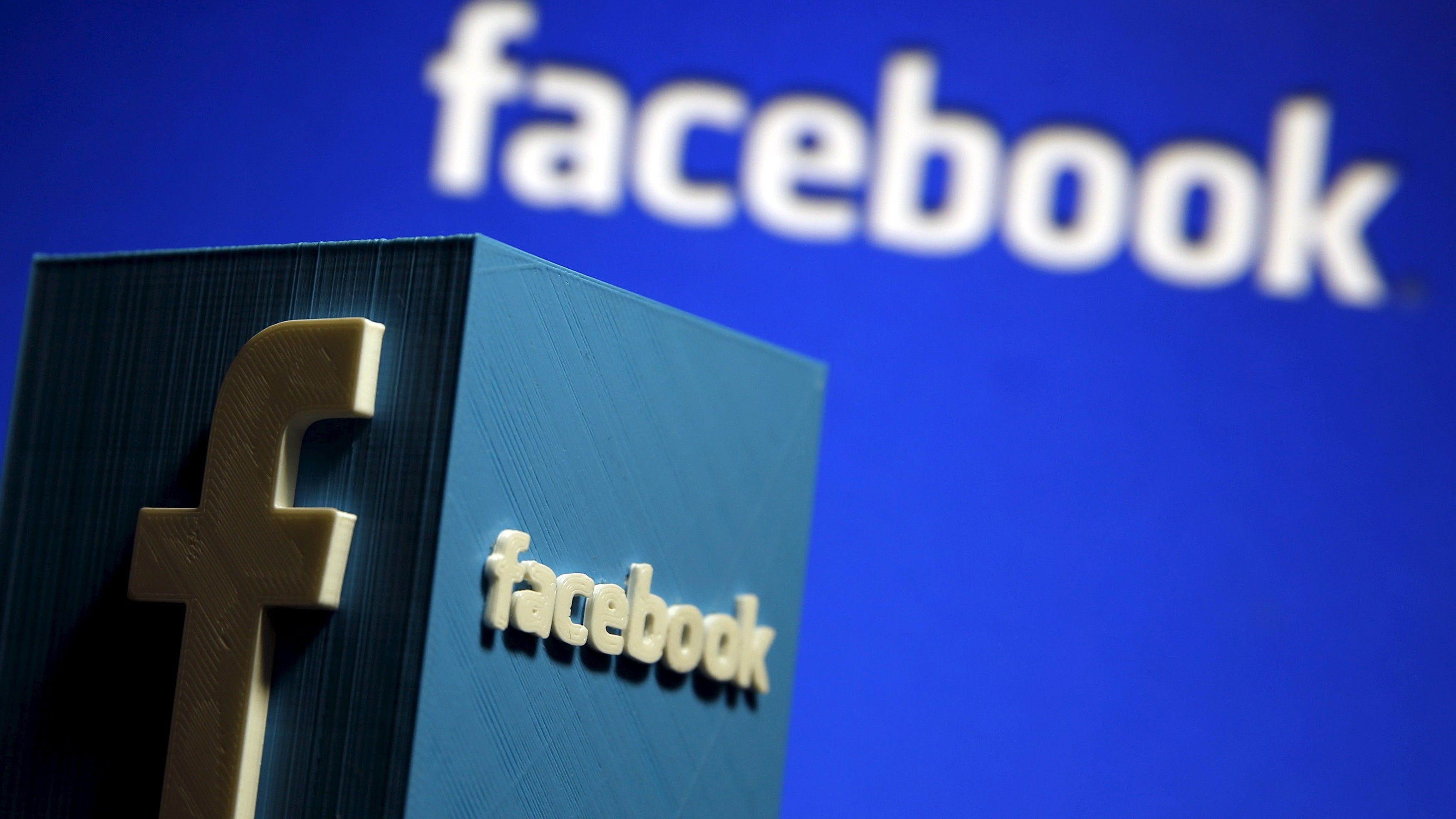 """A 3D plastic representation of the Facebook logo is seen in this illustration in Zenica, Bosnia and Herzegovina, May 13, 2015. Facebook announced deals with nine publishers -- including NBC News, the New York Times and BuzzFeed -- to deliver select articles """"instantly"""" on mobile apps. A next logical step for the social giant would be to extend the program to Internet-video providers. Under the Instant Articles program, Facebook caches content on its servers so that it loads up to 10 times faster than regular article posts, which take an average of eight seconds to access. The other launch partners in the program are National Geographic, The Atlantic, the U.K.'s Guardian, BBC News, Spiegel and Bild. REUTERS/Dado Ruvic  - RTX1CSWL"""