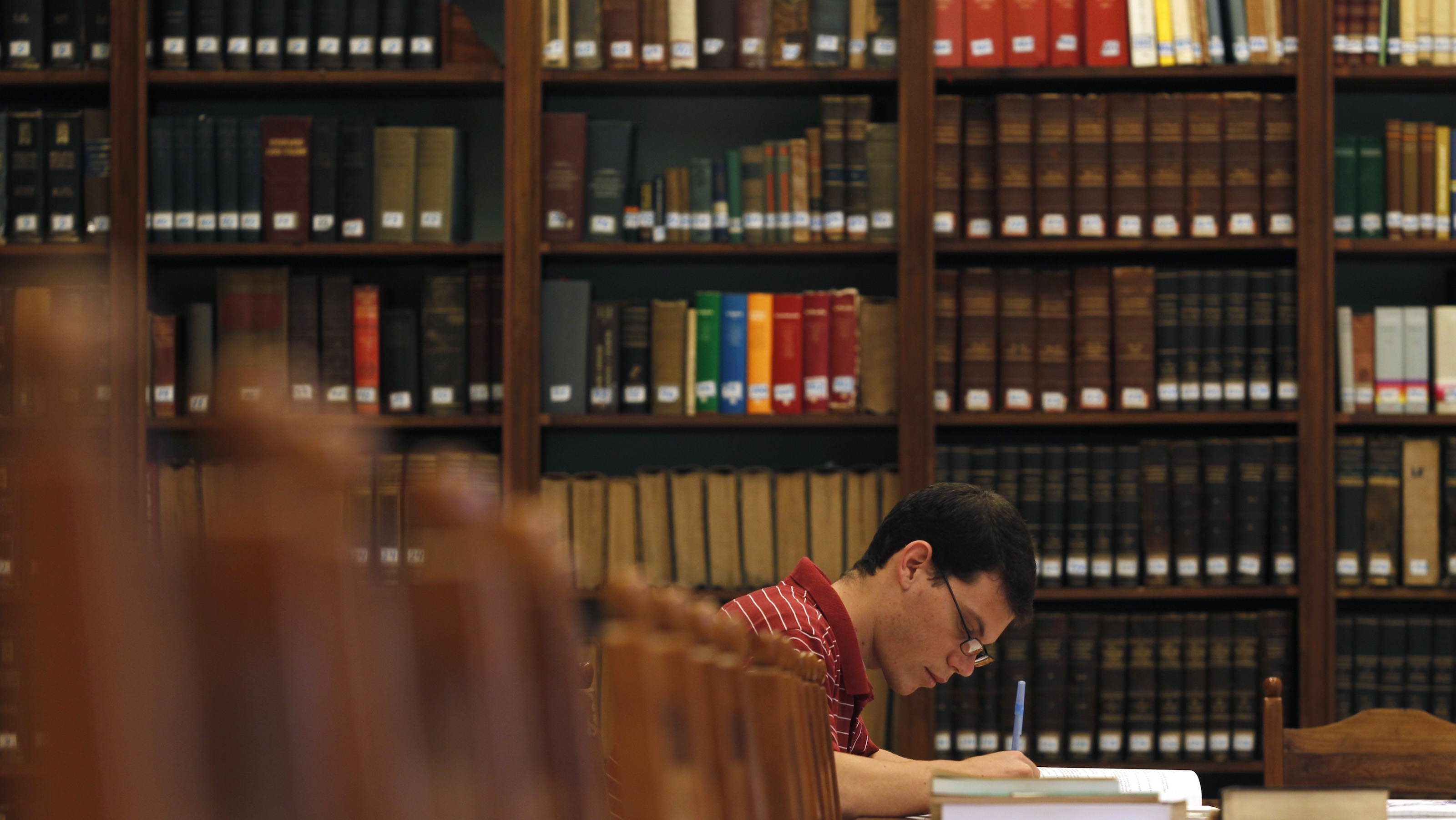 A seminarian writes in the library of the San Carlos and San Ambrosio Seminary in Havana February 23, 2012. The new Catholic seminary is the only existing seminary in Cuba. REUTERS/Enrique de la Osa (CUBA - Tags: RELIGION SOCIETY EDUCATION) - RTR2YCGF