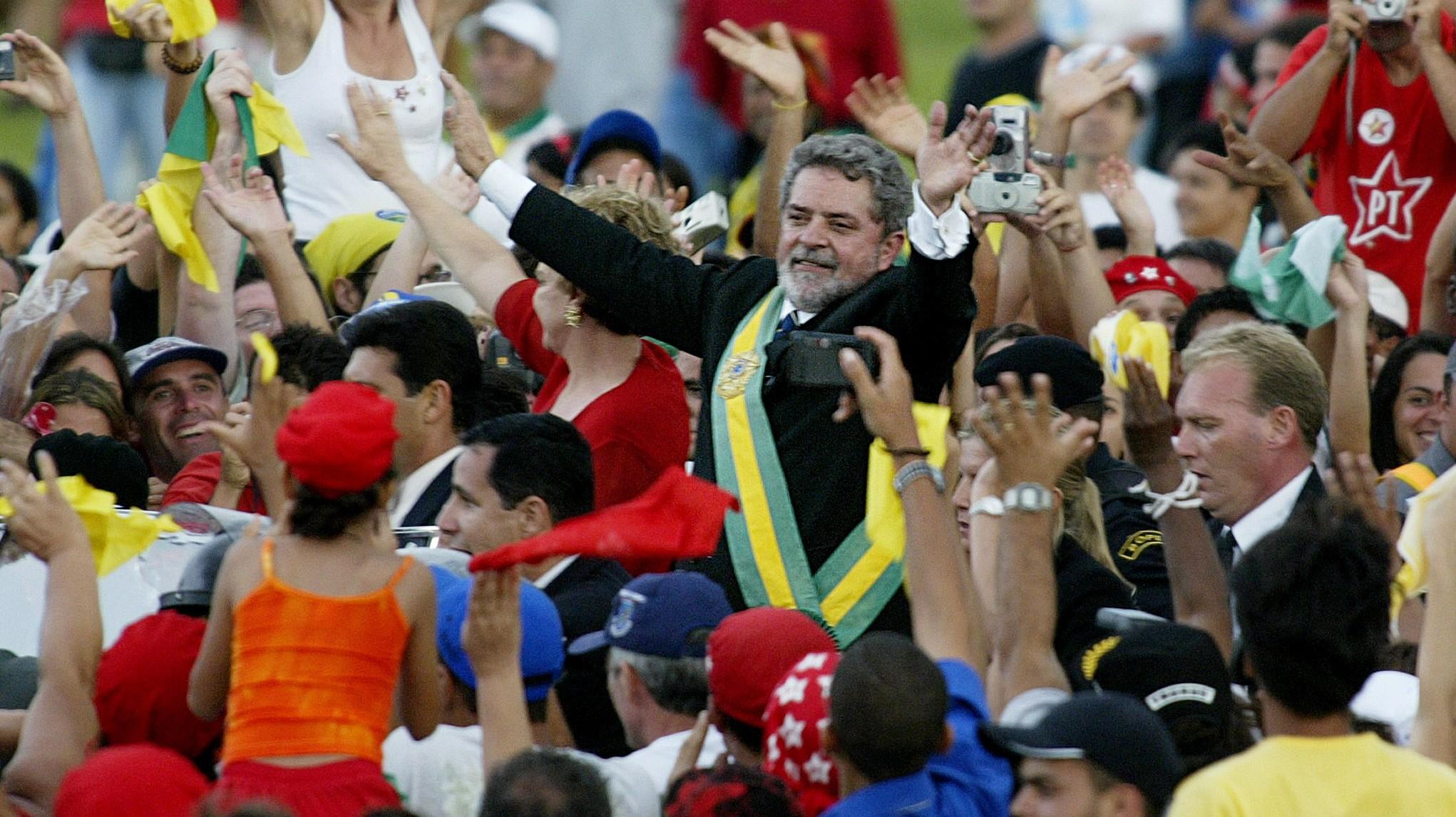 NEW BRAZILIAN PRESIDENT LULA RIDES THROUGH THOUSANDS OF FOLLOWERS.