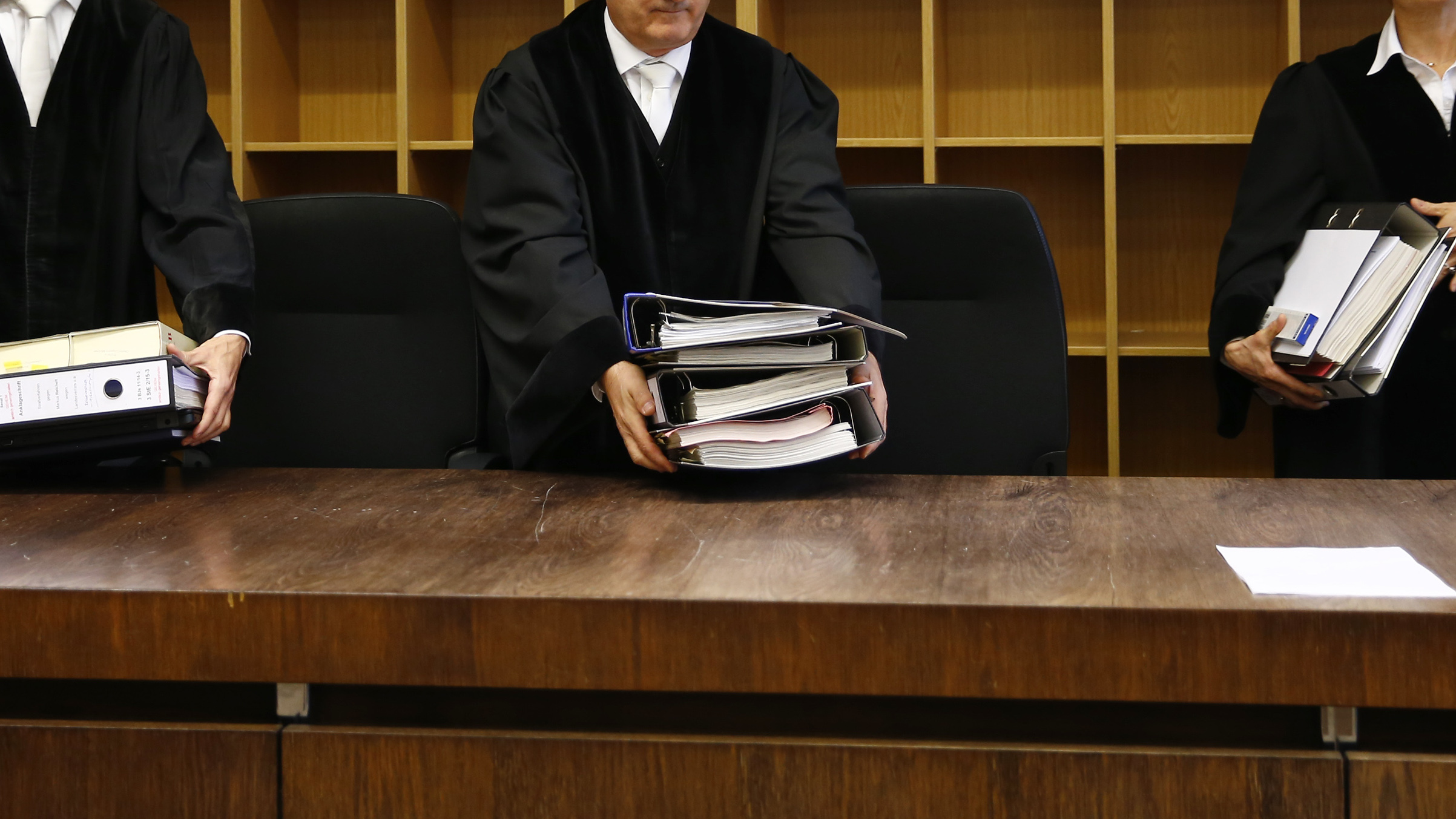 """Head Judge Reinhold Baier (C) arrives for the espionage trial against Markus R., a former employee of Germany's foreign intelligence agency (BND) at a courtroom in Munich, Germany, November 16, 2015.  The BND agent was arrested in 2014 on suspicion of spying for both U.S and Russian foreign intelligence agencies, after he sent an email containing secret documents to the Russian Consulate General in Munich, which he had previously sent to the CIA. According to both U.S. and German officials, Markus R. was a """"walk-in agent"""" - someone who presents himself on his own to a foreign spy service and dangles an offer of secrets.    REUTERS/Michael Dalder  - RTS7AFT"""