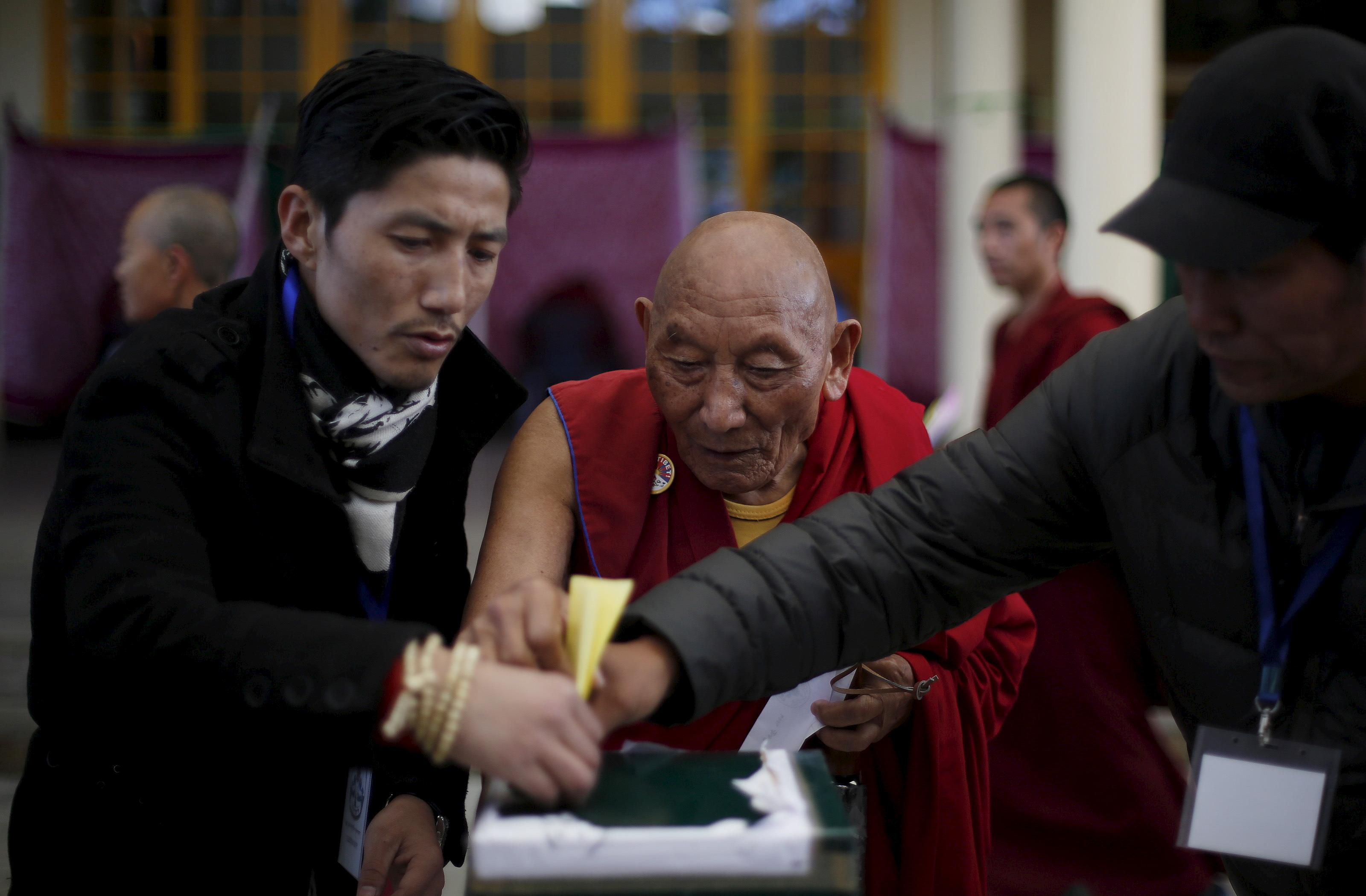 india-tibet-voting-polling
