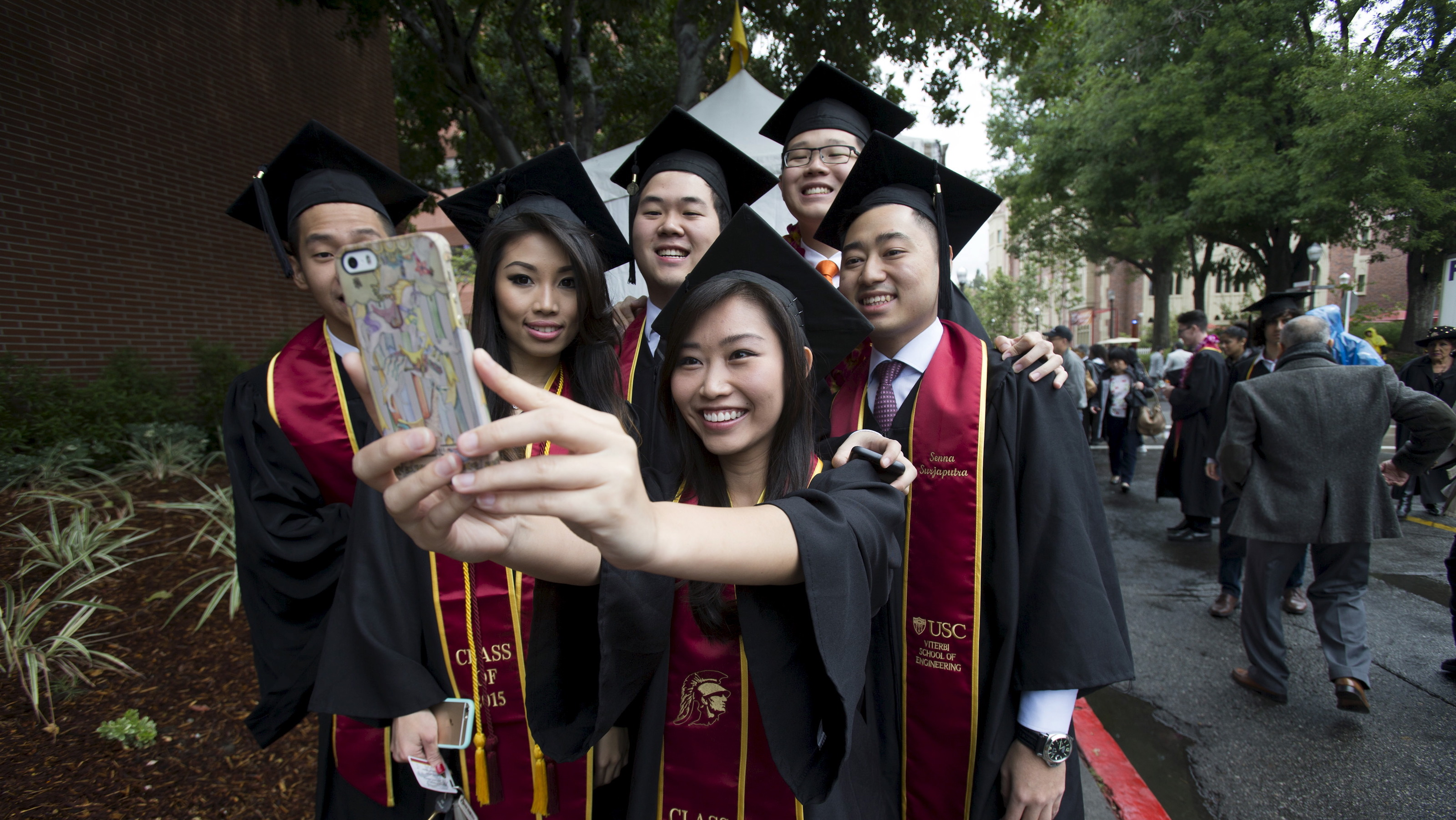 Graduating students take a selfie following USC's Commencement Ceremony at University of Southern California in Los Angeles, California May 15, 2015. REUTERS/Mario Anzuoni - RTX1D62Z