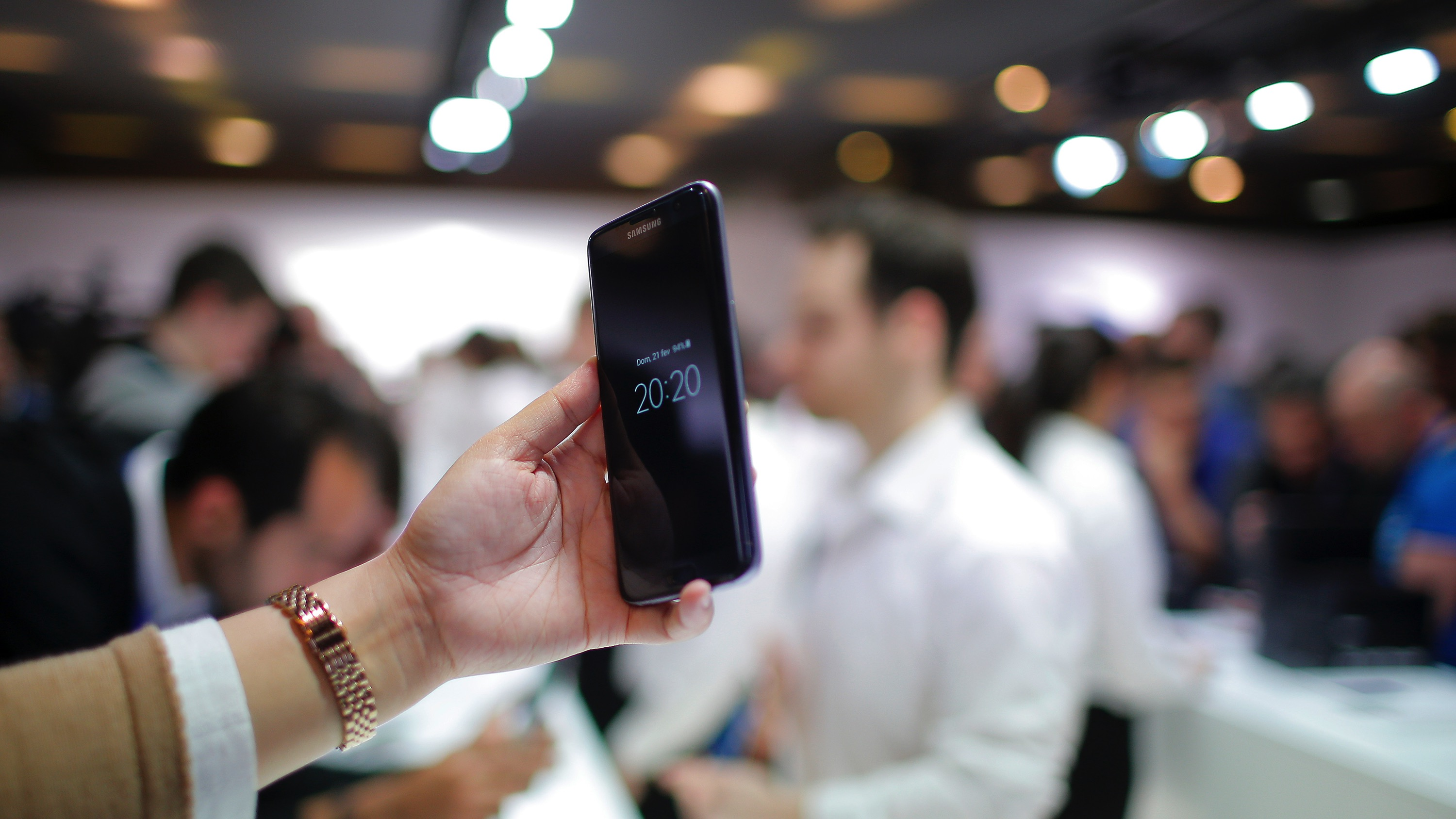 A woman holds the Samsung Galaxy S7 during the Samsung Galaxy Unpacked 2016 event on the eve of this week's Mobile World Congress wireless show, in Barcelona, Spain, Sunday, Feb. 21, 2016. (AP Photo/Manu Fernadez)
