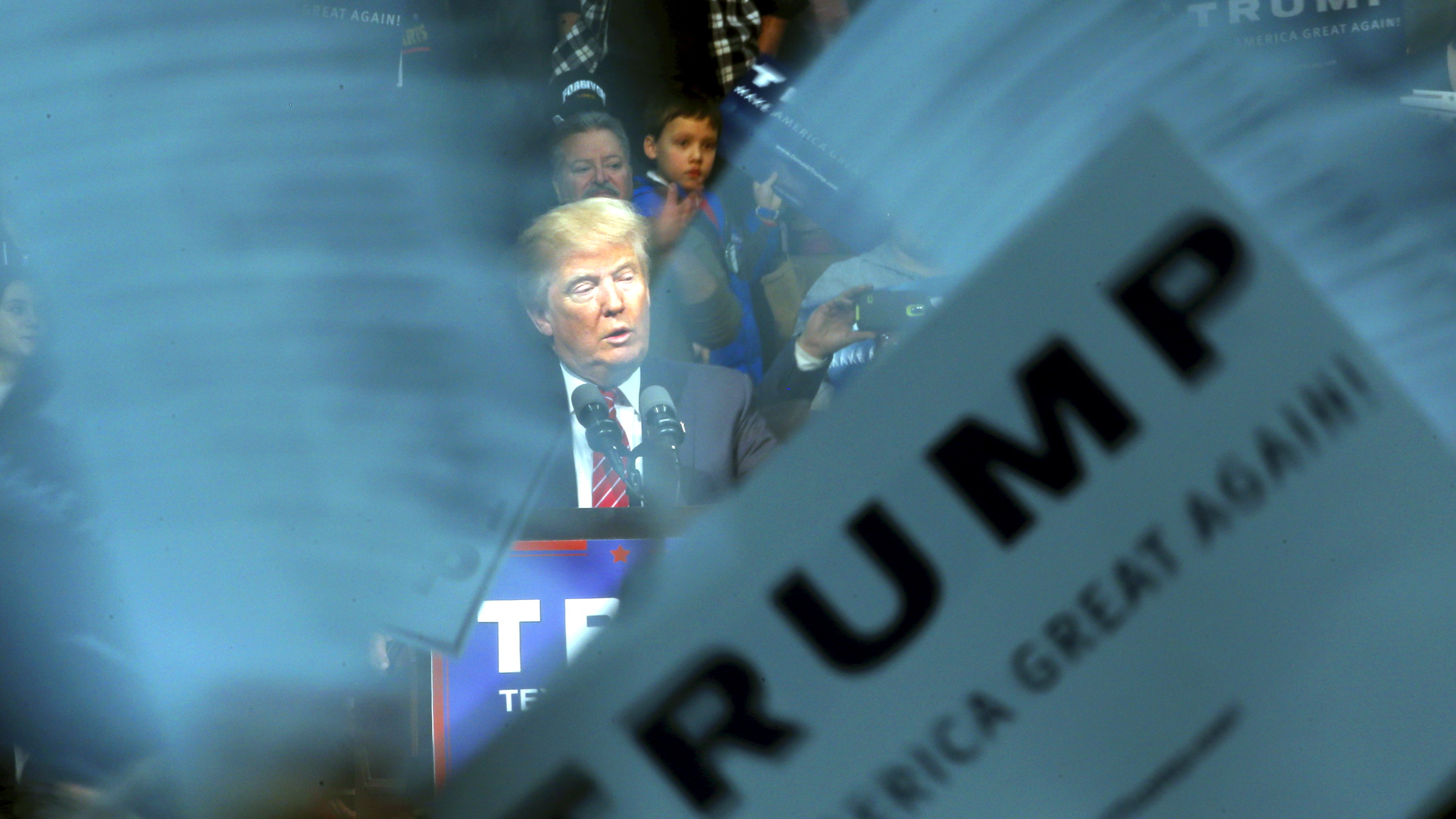 Republican U.S. presidential candidate Donald Trump speaks to supporters during a campaign rally in Warren, Michigan, March 4, 2016.