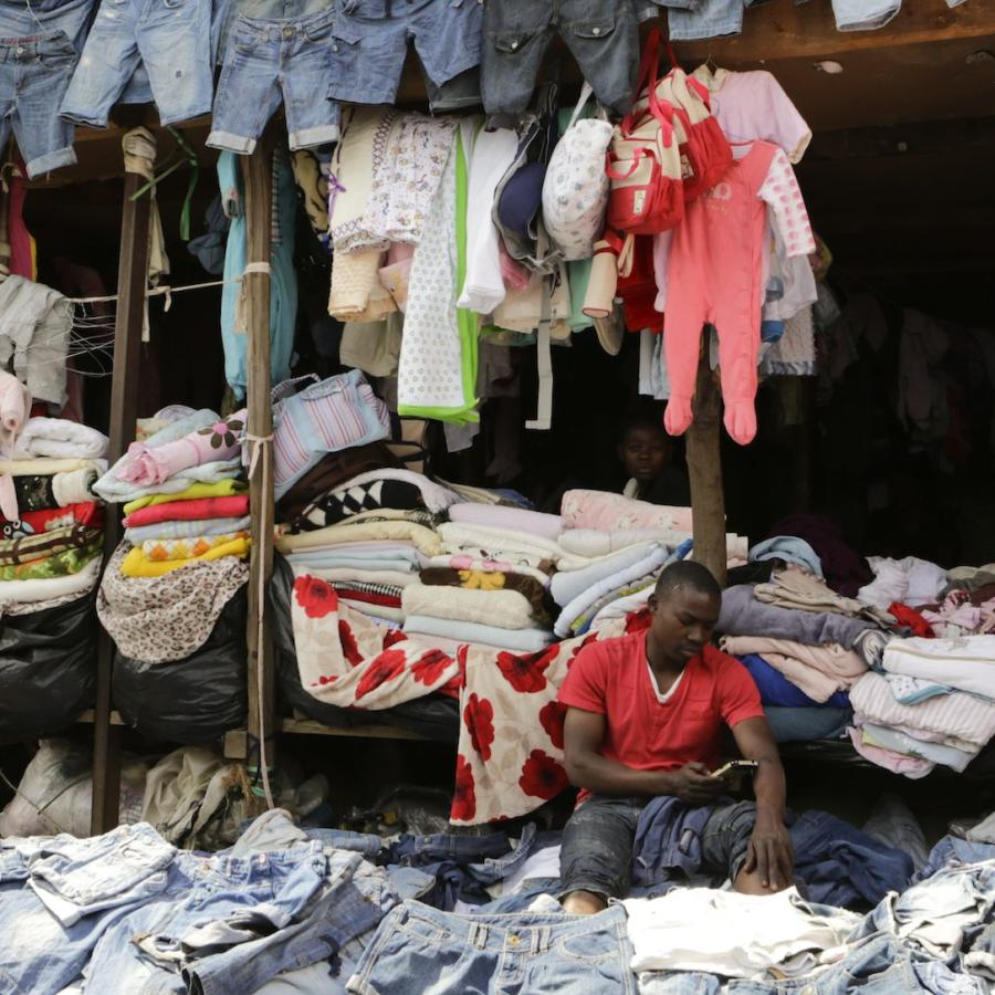 48f568a7d Rwanda is getting Chinese help in cutting secondhand clothing imports to  Africa — Quartz Africa