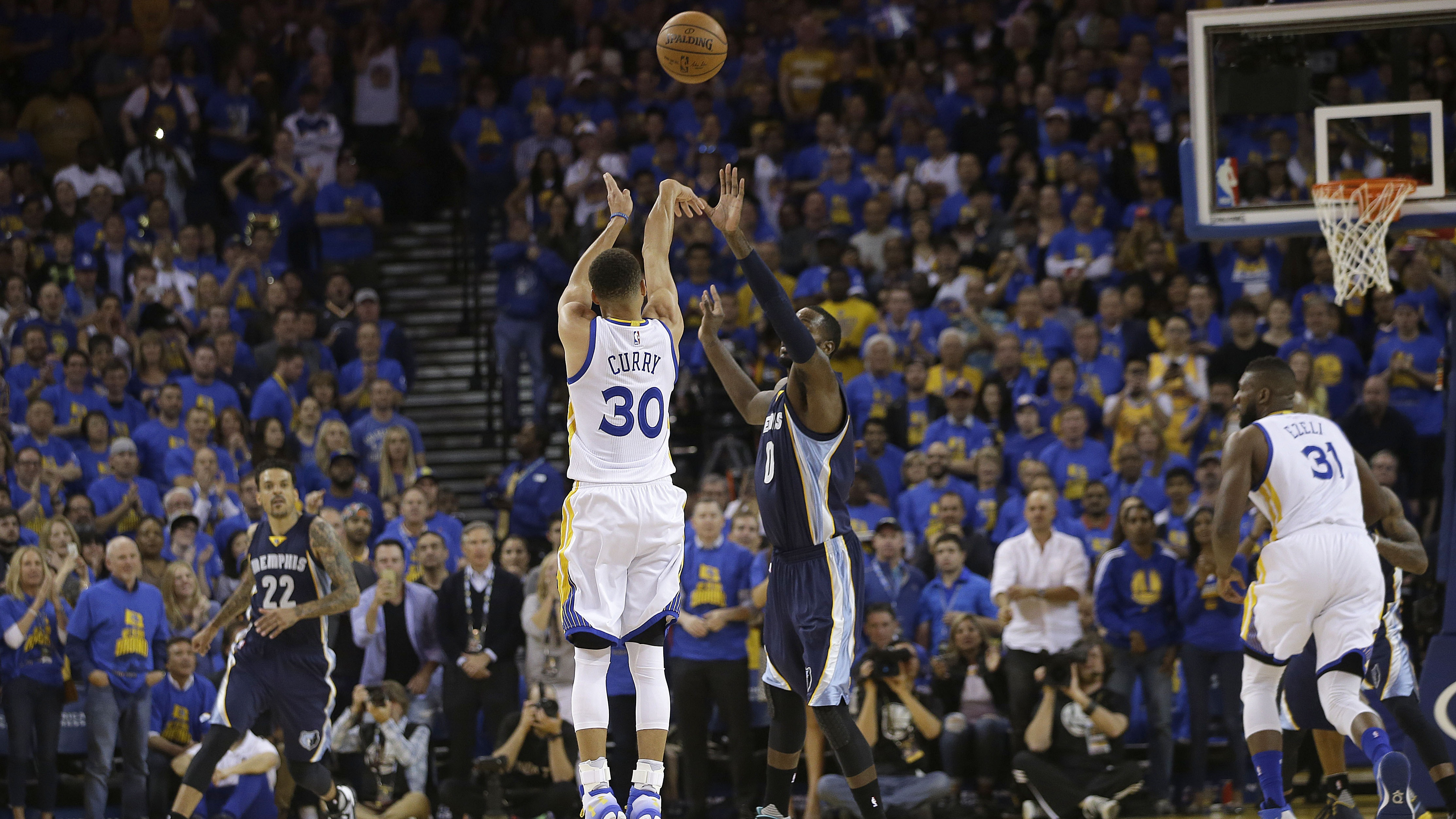 Golden State Warriors guard Stephen Curry (30) shoots a three point basket against Memphis Grizzlies forward JaMychal Green during the first half of an NBA basketball game in Oakland, Calif., Wednesday, April 13, 2016.