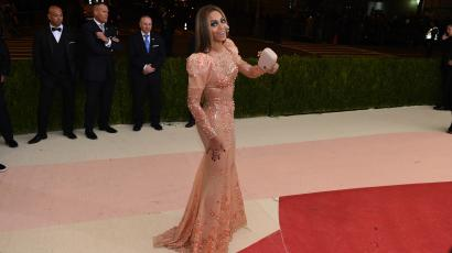 025666904e2 The insane red carpet fashion at the Apple-sponsored Met gala