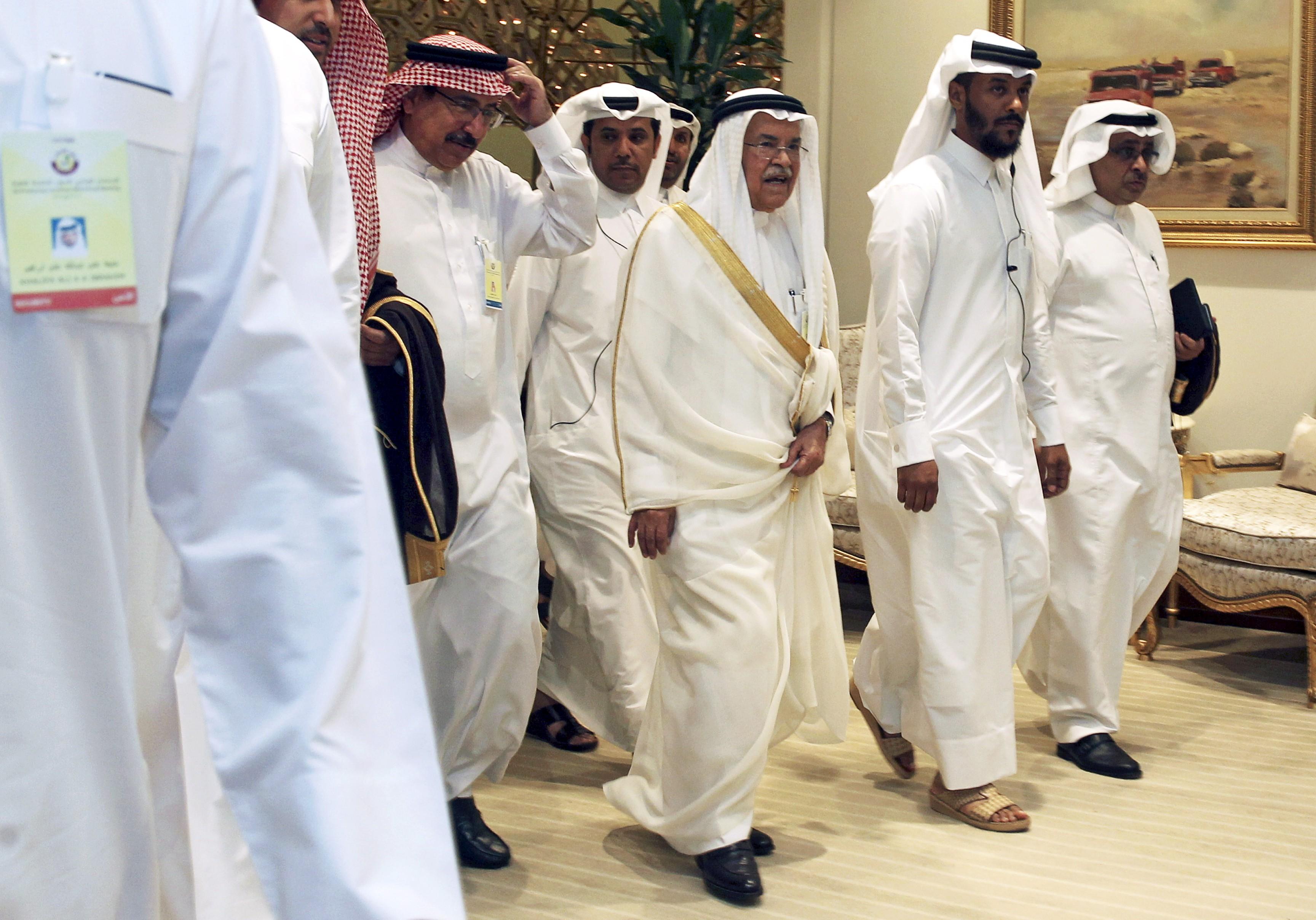 Saudi Arabia's Oil Minister Ali al-Naimi arrives to a meeting between OPEC and non-OPEC oil producers, in Doha, Qatar April 17, 2016.