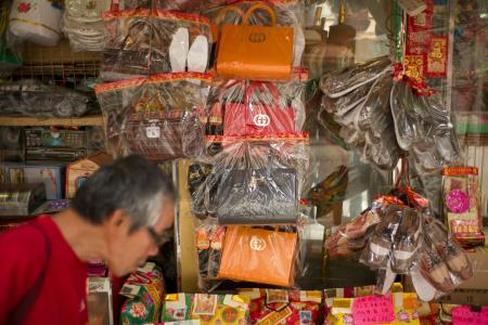 Luxury fashion brand Gucci has warned Hong Kong shops selling paper handbags as 'offerings' for the dead not to market items resembling their products. / AFP / AARON TAM (Photo credit should read AARON TAM/AFP/Getty Images)