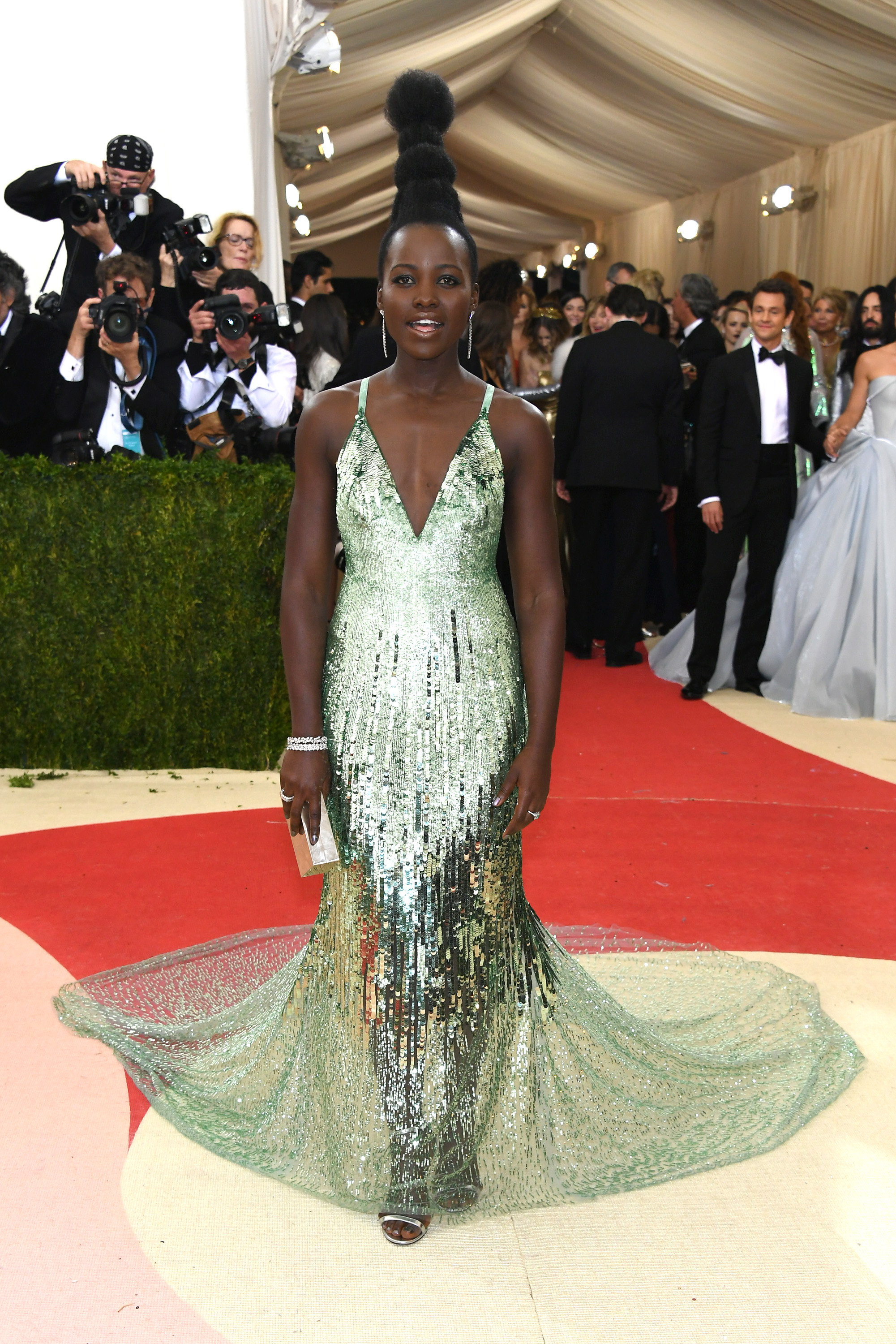 """NEW YORK, NY - MAY 02: Actress Lupita Nyong'o attends the """"Manus x Machina: Fashion In An Age Of Technology"""" Costume Institute Gala at Metropolitan Museum of Art on May 2, 2016 in New York City. (Photo by Larry Busacca/Getty Images)"""