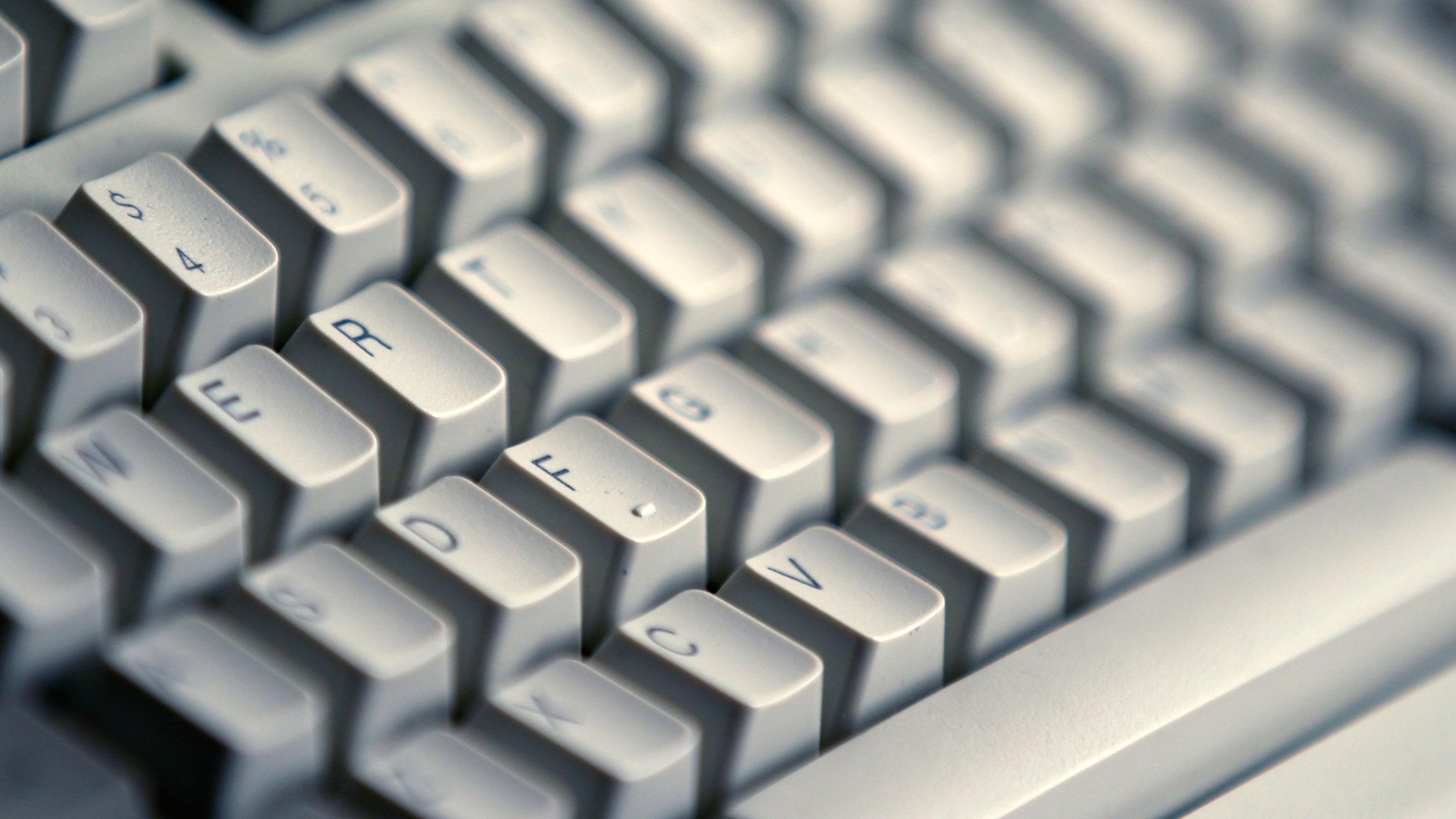 A computer keyboard is seen in Bucharest April 3, 2012. REUTERS/Bogdan Cristel (ROMANIA - Tags: BUSINESS)