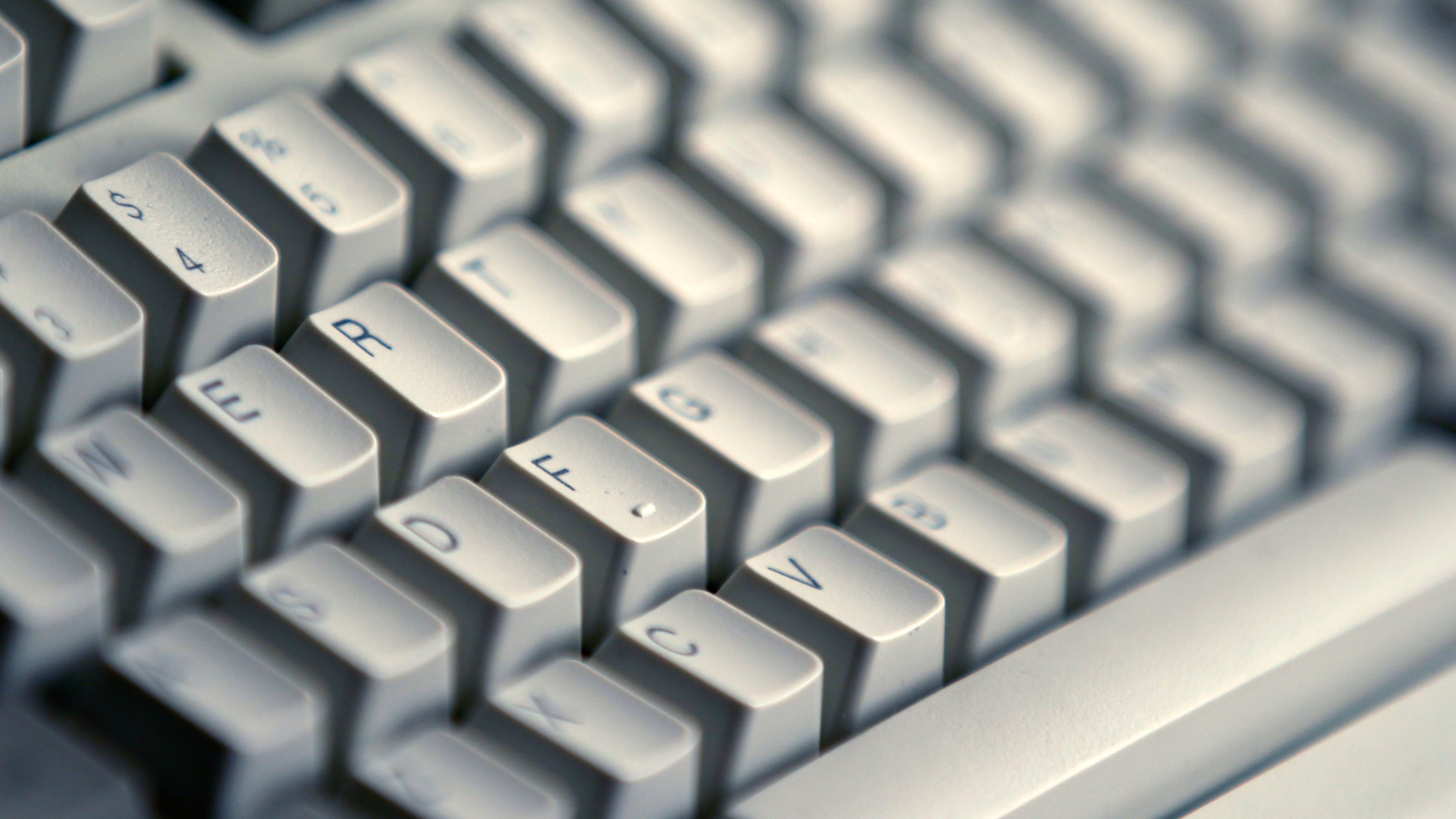 A computer keyboard is seen in Bucharest April 3, 2012. REUTERS/Bogdan Cristel (ROMANIA - Tags: BUSINESS)
