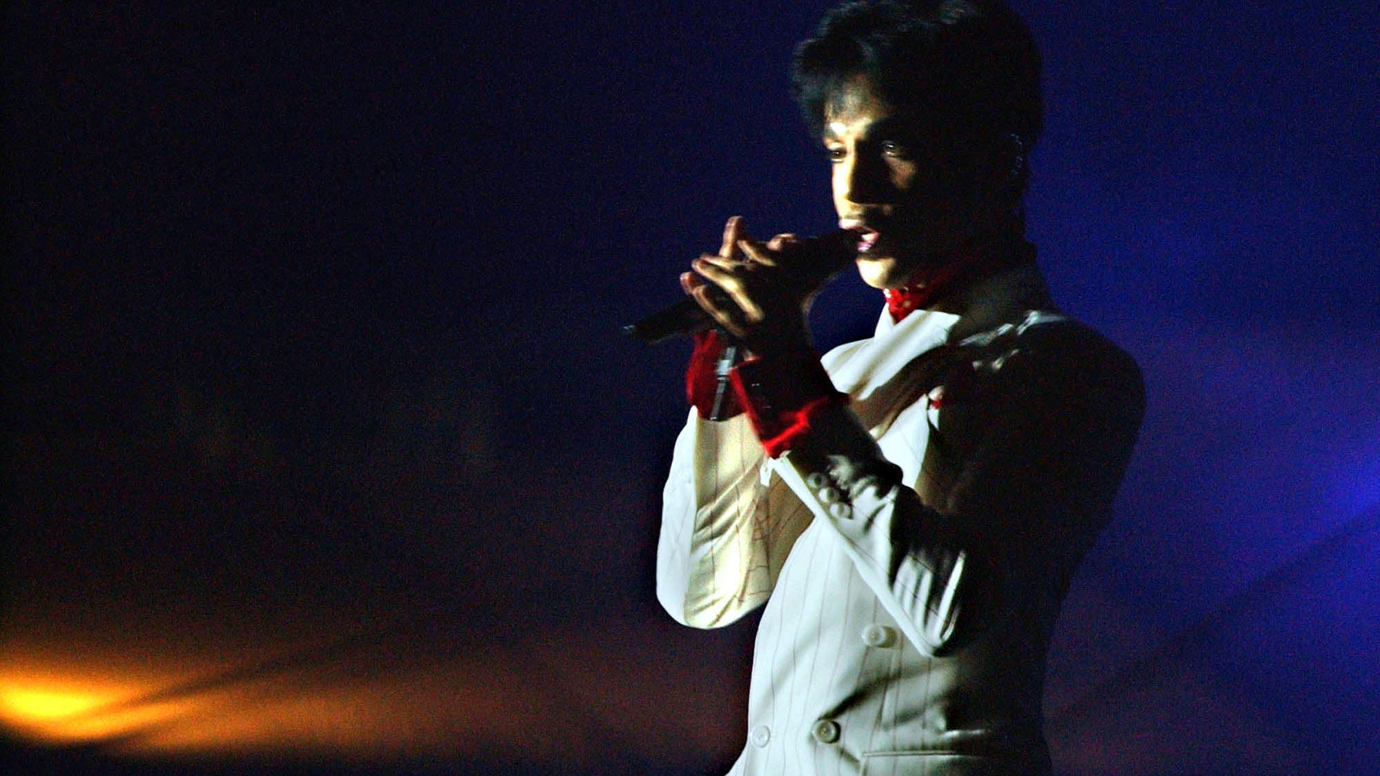 "American singer Prince performs in Hong Kong Friday, Oct. 17, 2003. Prince's concert was the the opening act in a four-week government-sponsored music festival titled ""Hong Kong Harbor Fest,"" aimed at boosting the image of SARS-battered Hong Kong. The singer was recently nominated for the Rock and Roll Hall of Fame. (AP photo/Anat Givon)"
