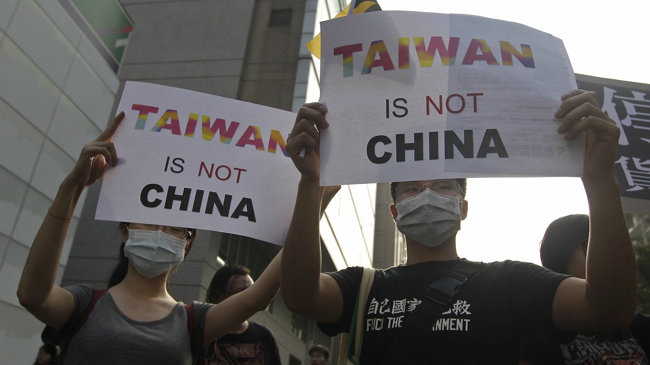 Pro-Tawian protesters hold signs in Singapore