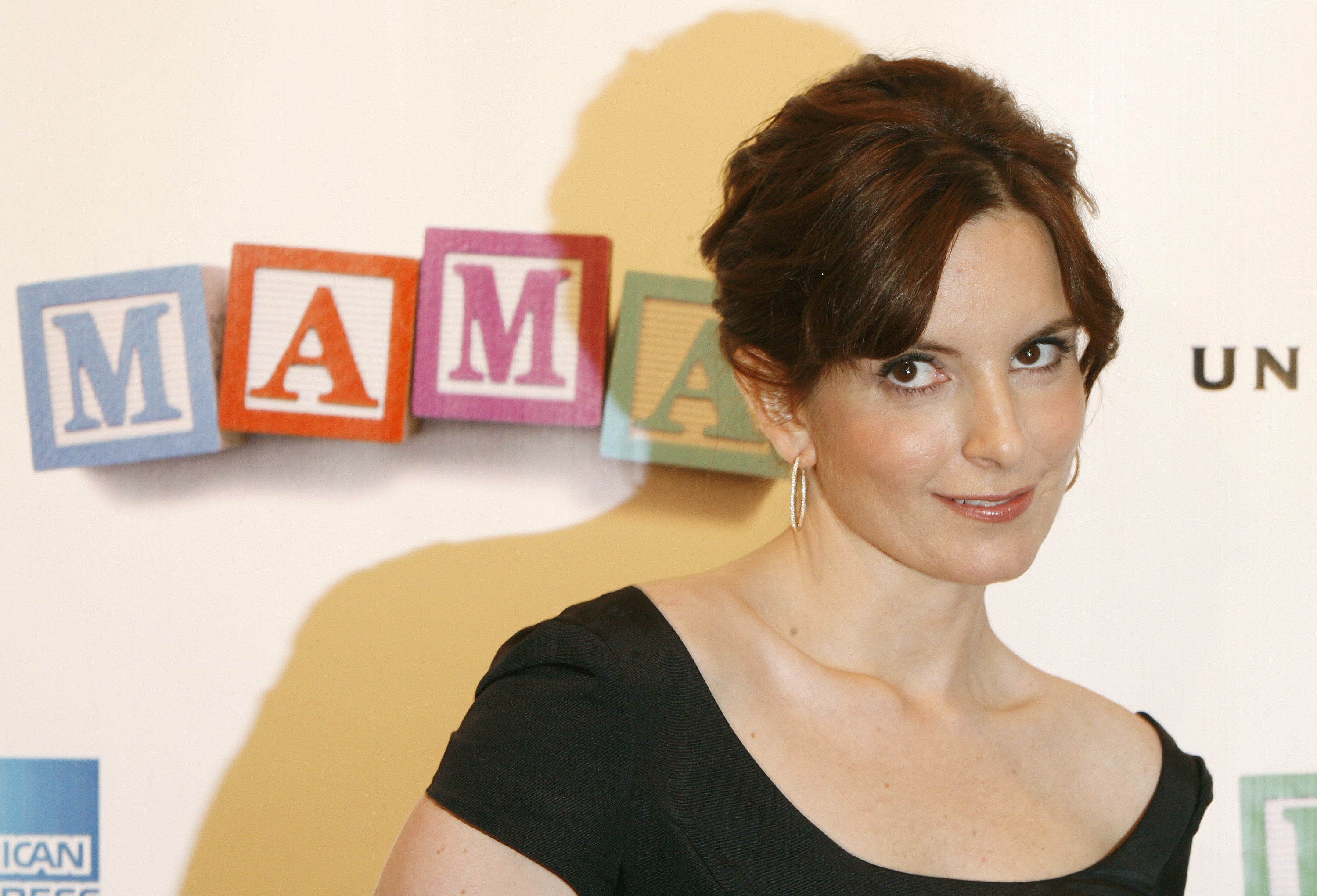 """Actress Tina Fey arrives for the premiere of """"Baby Mama,"""" the first film of the 2008 Tribeca Film Festival in New York April 23, 2008. REUTERS/Lucas Jackson (UNITED STATES) - RTR1ZTJN"""