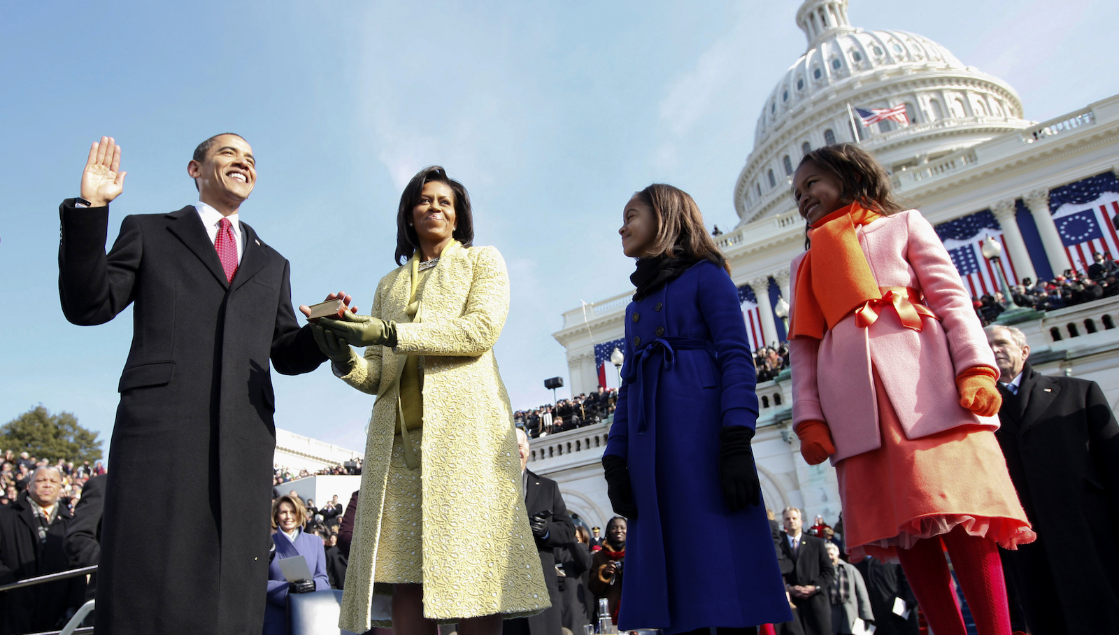 U.S. President Barack Obama takes the Oath of Office as the 44th U.S. President with his wife Michelle, daughters Malia (2nd R) and Sasha (R) by his side at the U.S. Capitol in Washington January 20, 2009. Obama became the first African-American president in U.S. history.  REUTERS/Chuck Kennedy/Pool  (UNITED STATES) - RTR23NNC