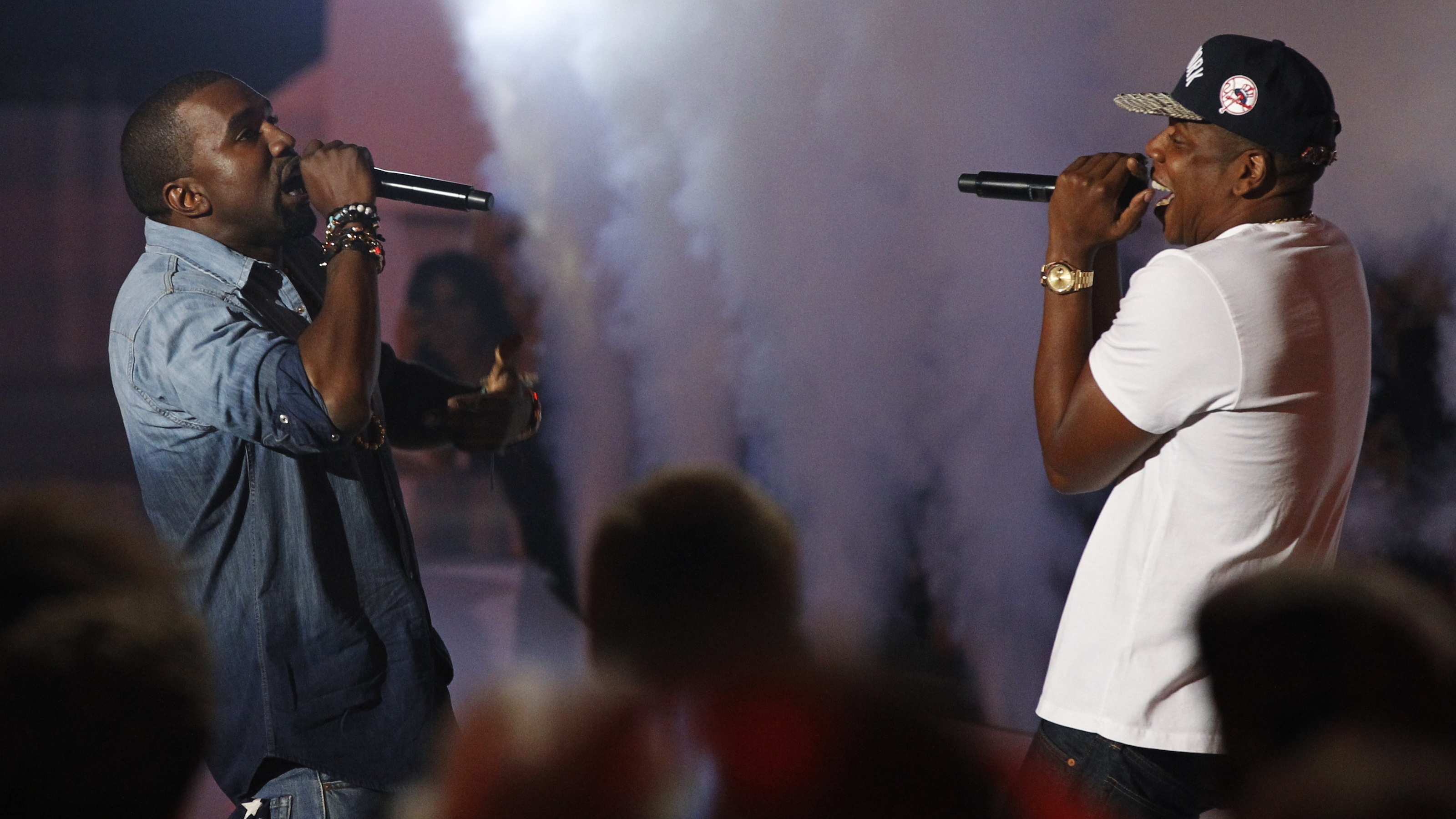 Singers Jay-Z (R) and Kanye West perform at the 2011 MTV Video Music Awards in Los Angeles, August 28, 2011. REUTERS/Mario Anzuoni (UNITED STATES - Tags: ENTERTAINMENT) (MTV-SHOW) - RTR2QGYZ