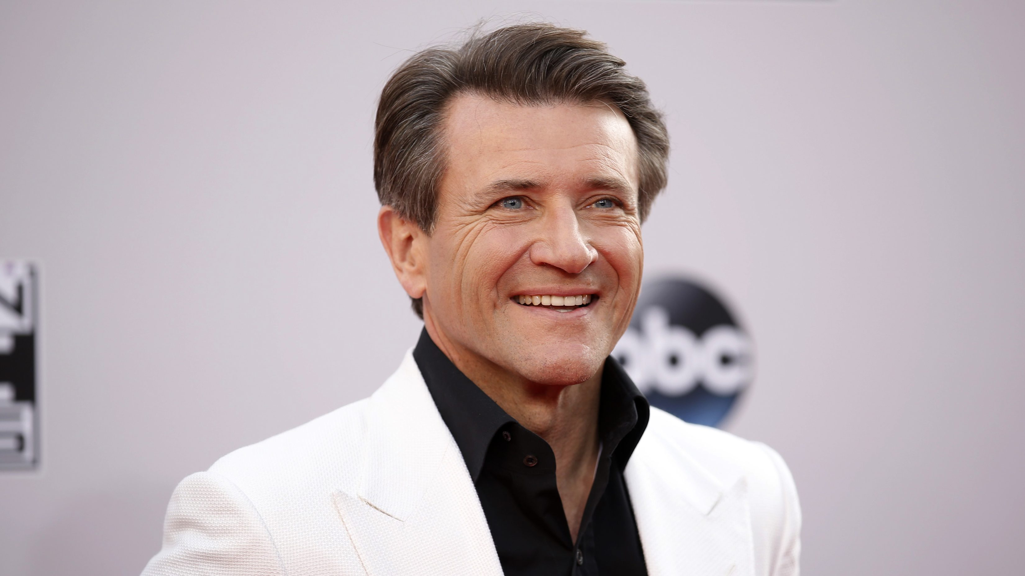 """Robert Herjavec, from the reality show """"Shark Tank,"""" arrives at the 42nd American Music Awards in Los Angeles, California November 23, 2014.   (UNITED STATES  - Tags: ENTERTAINMENT)   (MUSIC-AMERICANMUSICAWARDS-ARRIVALS) - RTR4F984"""