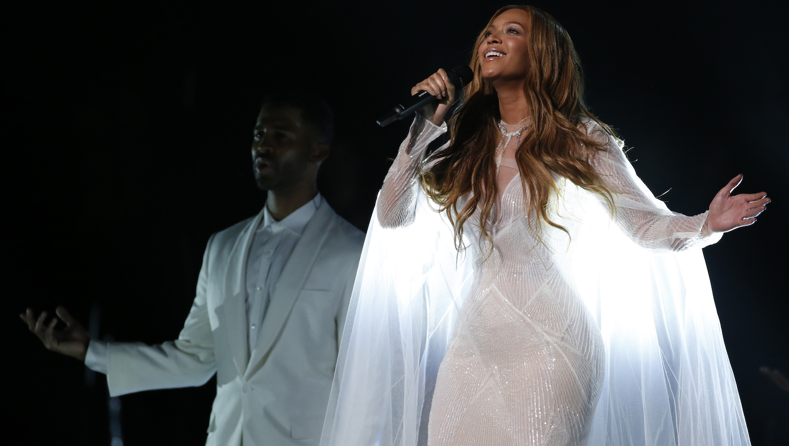 """Beyonce performs """"Take My Hand"""" at the 57th annual Grammy Awards in Los Angeles, California February 8, 2015.   REUTERS/Lucy Nicholson (UNITED STATES  - Tags: ENTERTAINMENT)   (GRAMMYS-SHOW)  - RTR4OREX"""