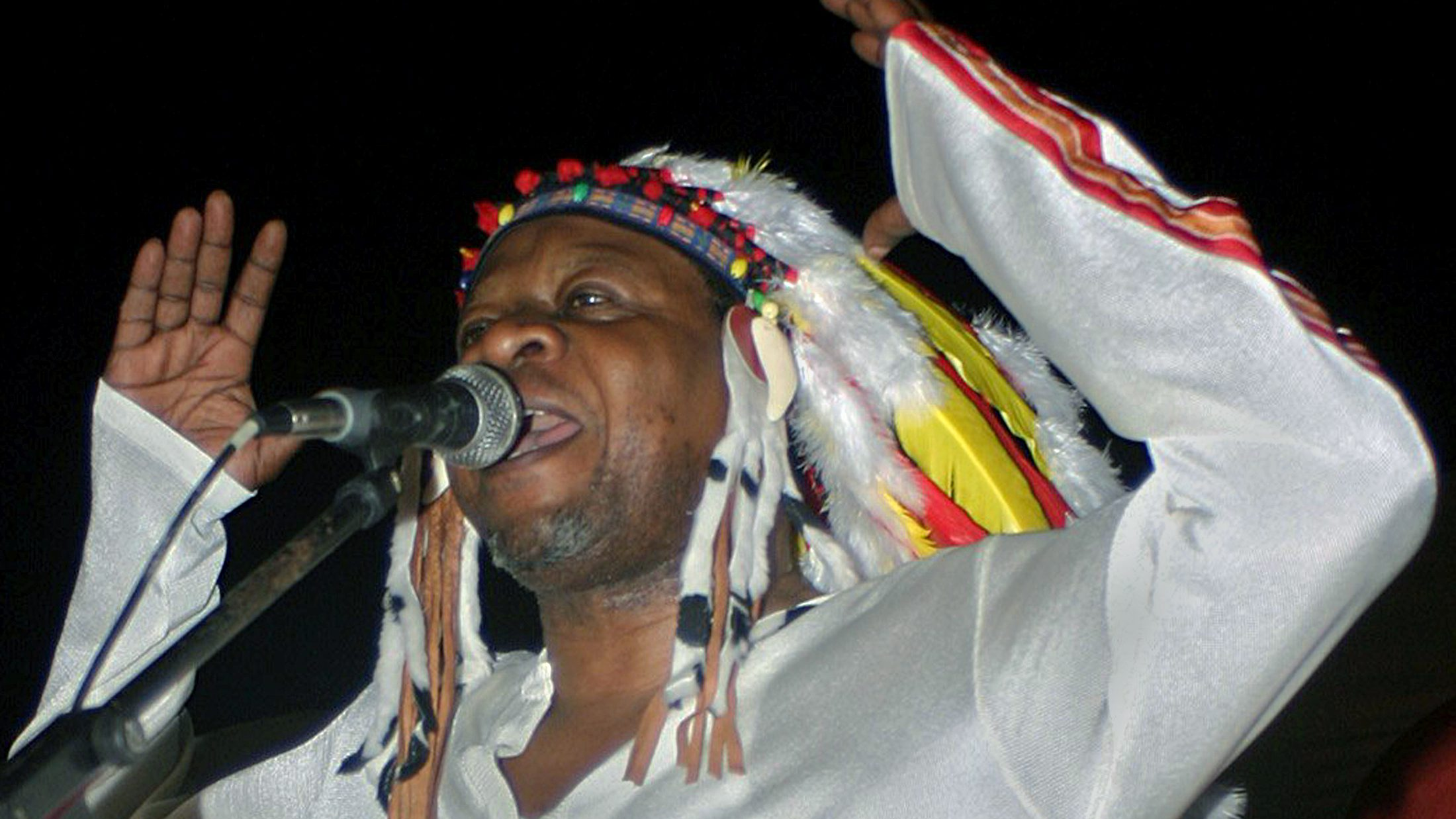 Congo's most famous musician Papa Wemba, gives his first concert in Kinshasa June 26, 2004 since his return home after facing charges of having illegally helped fellow Congolese obtain visas for entry to Europe by saying they were part of his entourage. After years of living abroad, Wemba, 54, said that he would return home for good, once he had been cleared of the charges. Picture taken June 26, 2004. TO GO WITH BC-PAPA WEMBA. REUTERS/ David Lewis  AN/SM - RTR77PB