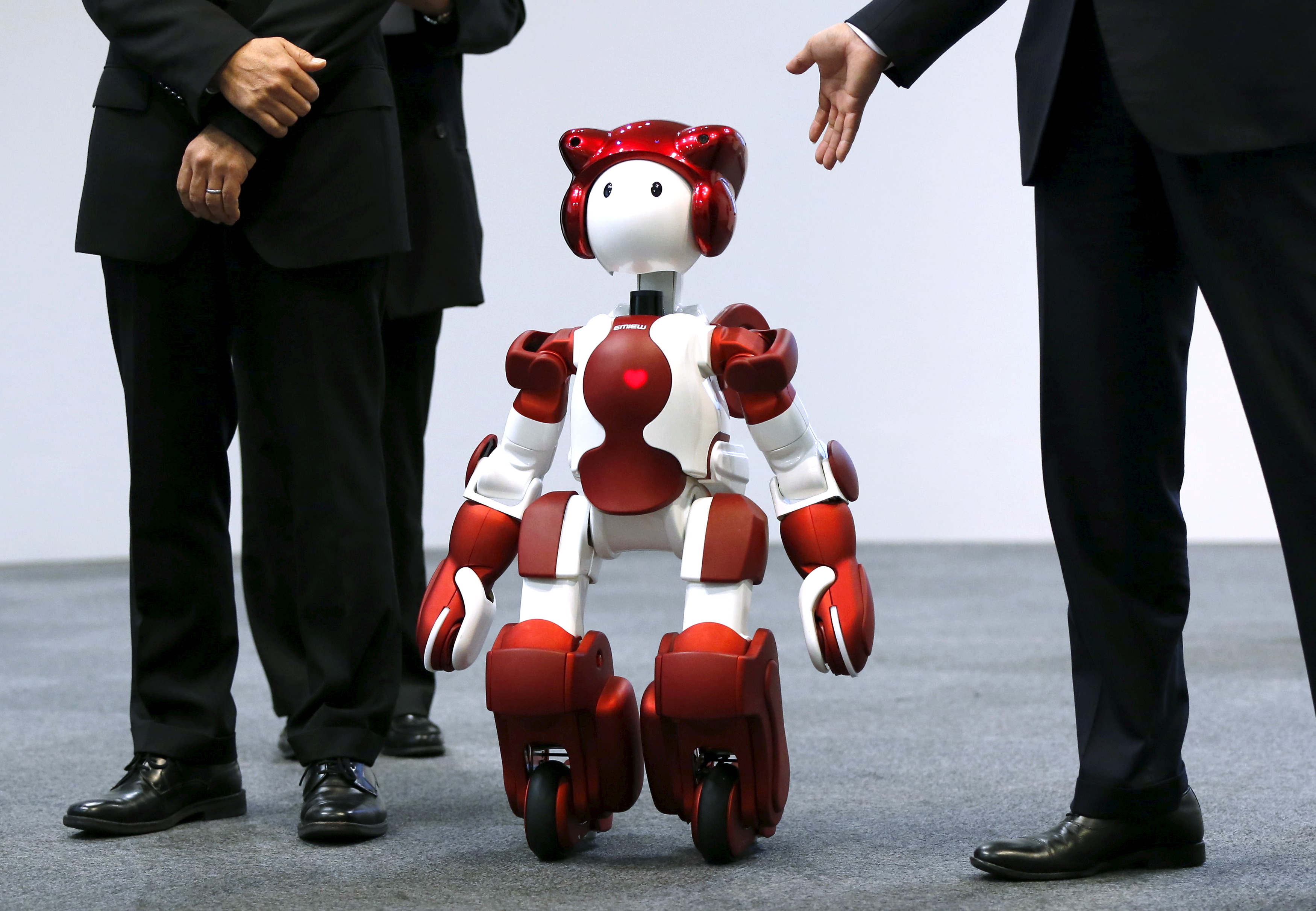 Hitachi Ltd. unveils humanoid customer service and guidance robot 'EMIEW3' in Tokyo