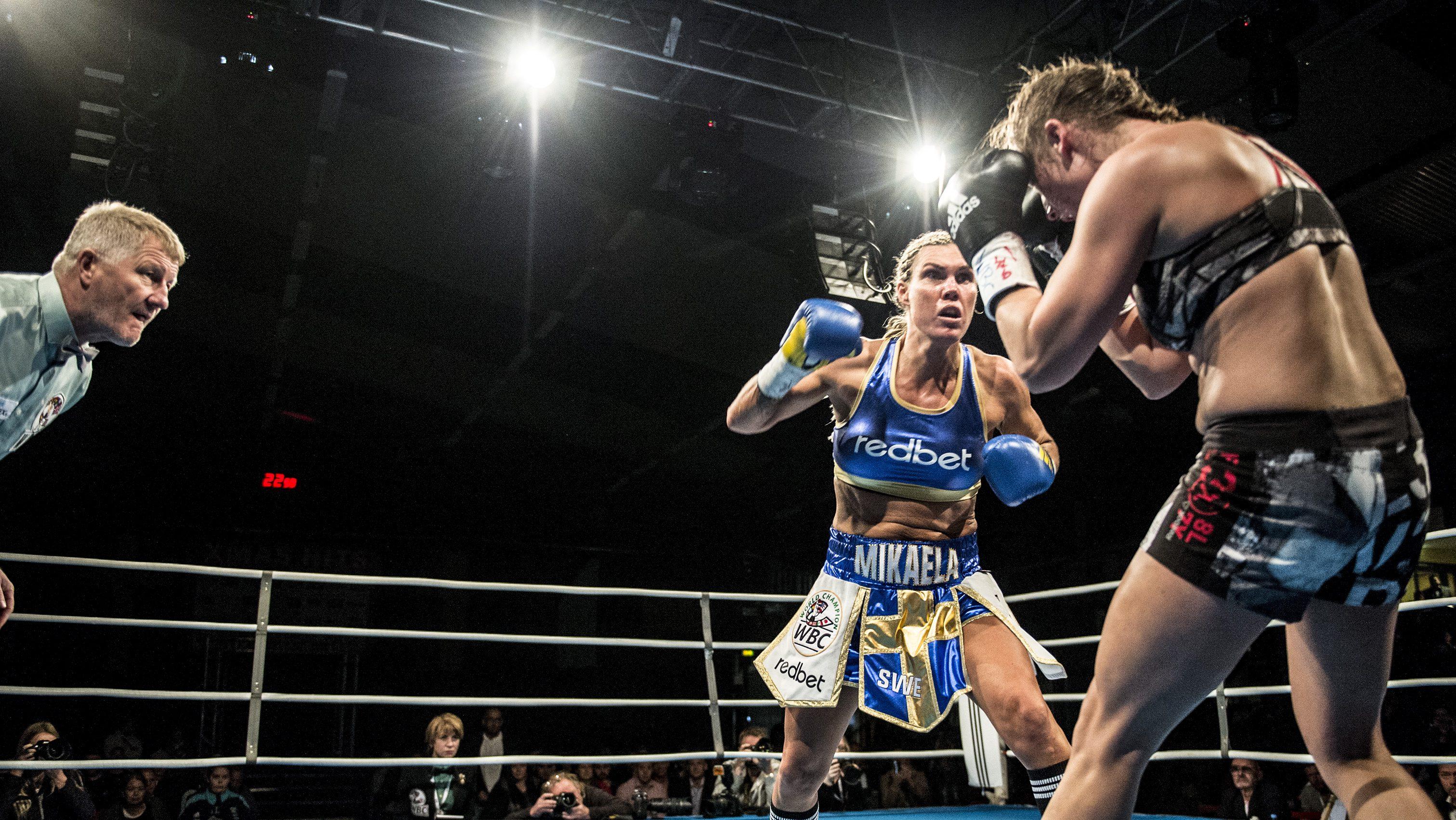 Mikaela Lauren vs Jennifer Retzke