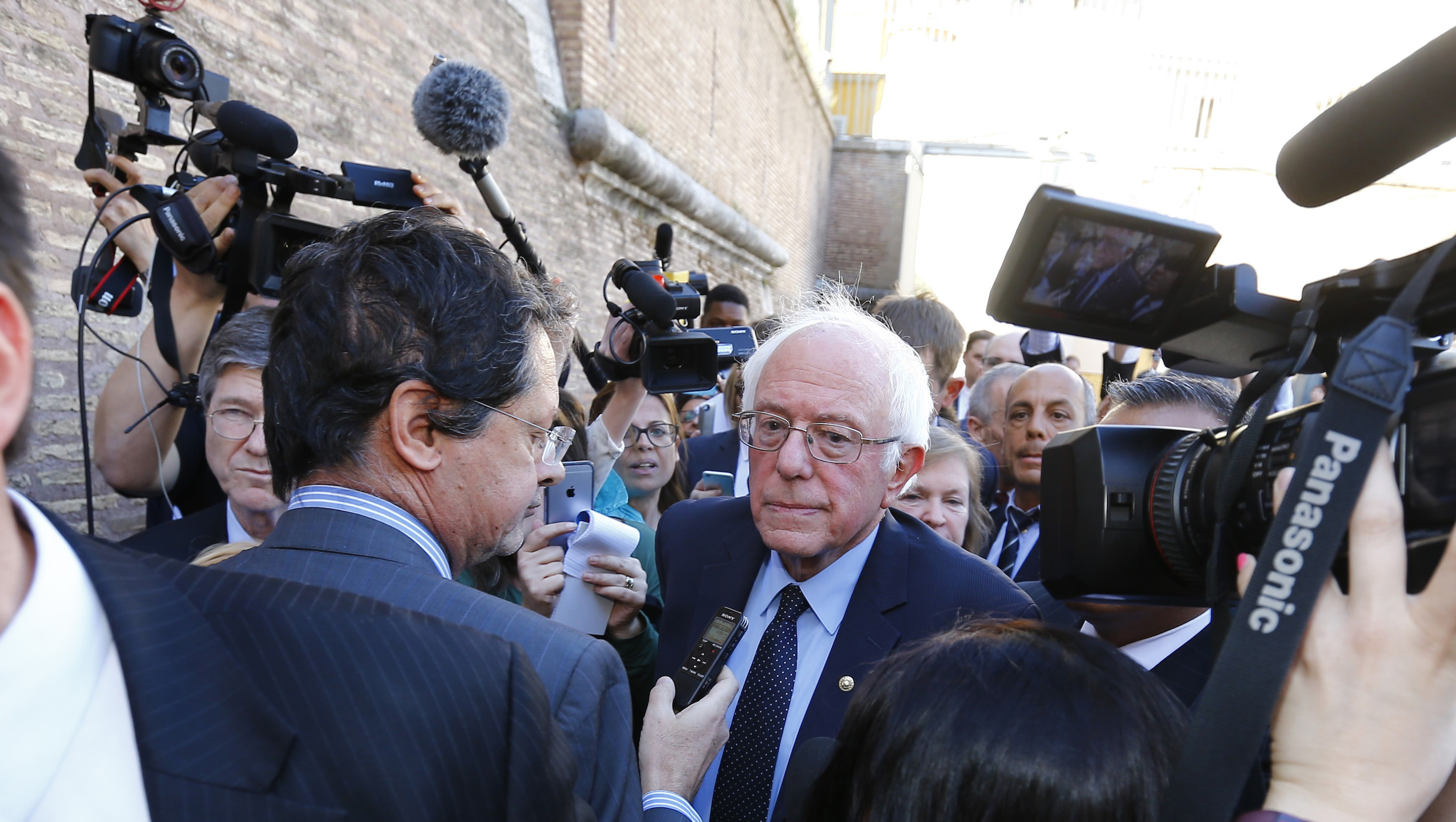 U.S. Democratic presidential candidate Bernie Sanders speaks with media and supporters during his visit to the Vatican , April 15, 2016.    REUTERS/Stefano Rellandini - RTX2A4MH