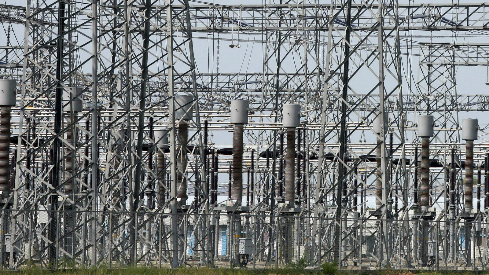 Power transmission lines are seen inside the complex of Sujen Mega Power Project of Torrent Power, at Kamrej village, about 275 km (171 miles) south from the western Indian city of Ahmedabad September 30, 2009. India's power shortfall is expected to widen to 12.6 percent in the current fiscal year ending in March from 11.9 percent last year.